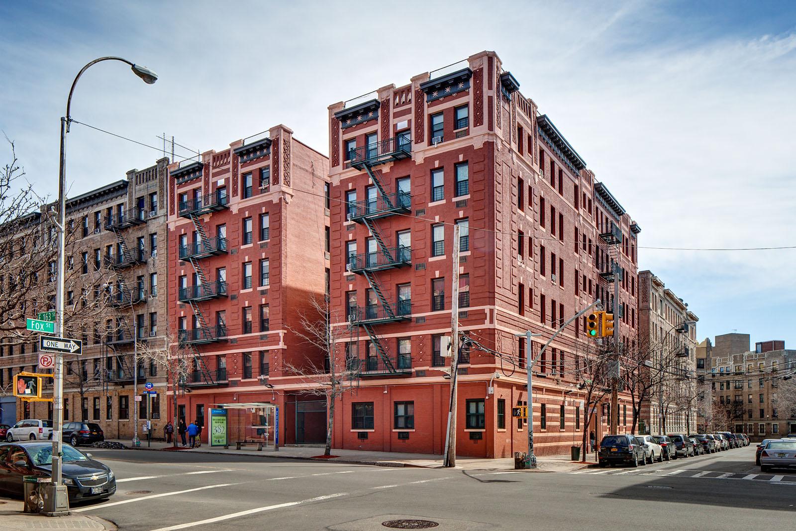 New York, Bronx,  Longwood Residencies