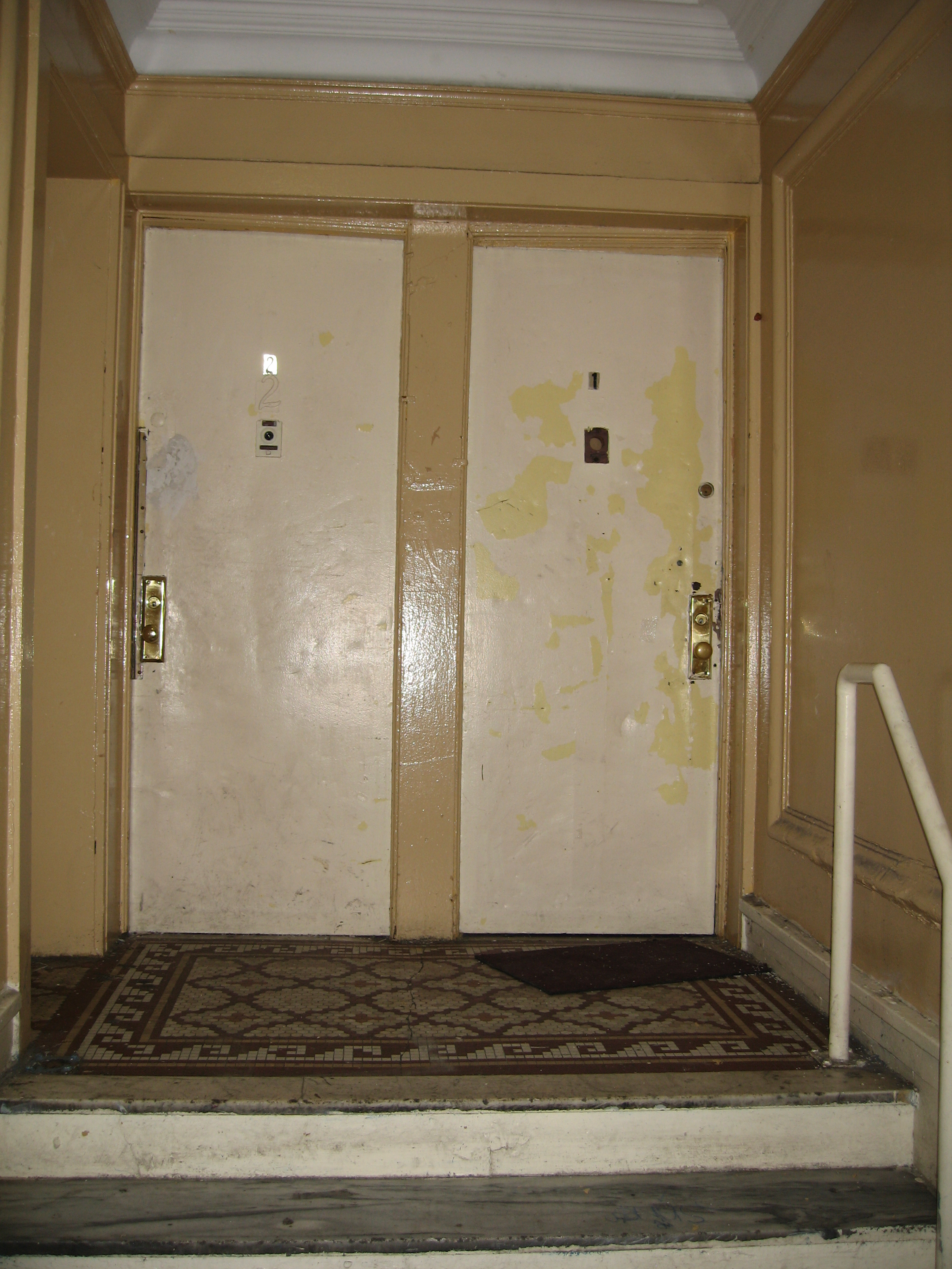 OLR ECW- Apt door BEFORE.JPG