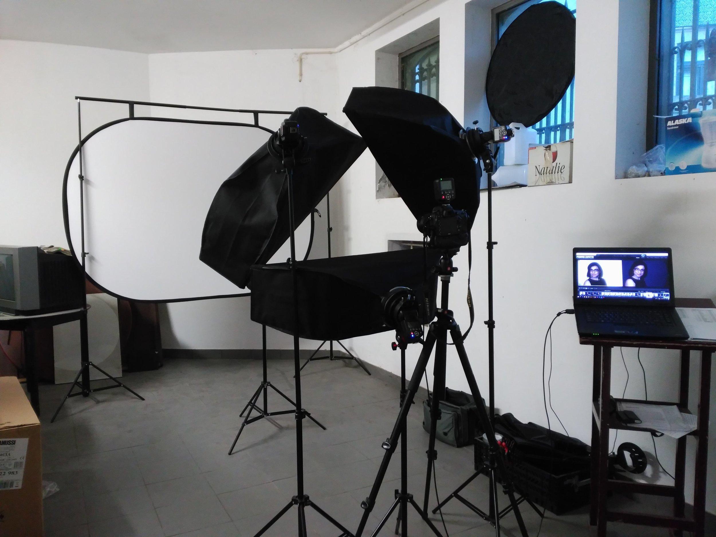 Estúdio montado na cave de uma empresa. Fiz mais de 30 retratos aqui, em dois dias.