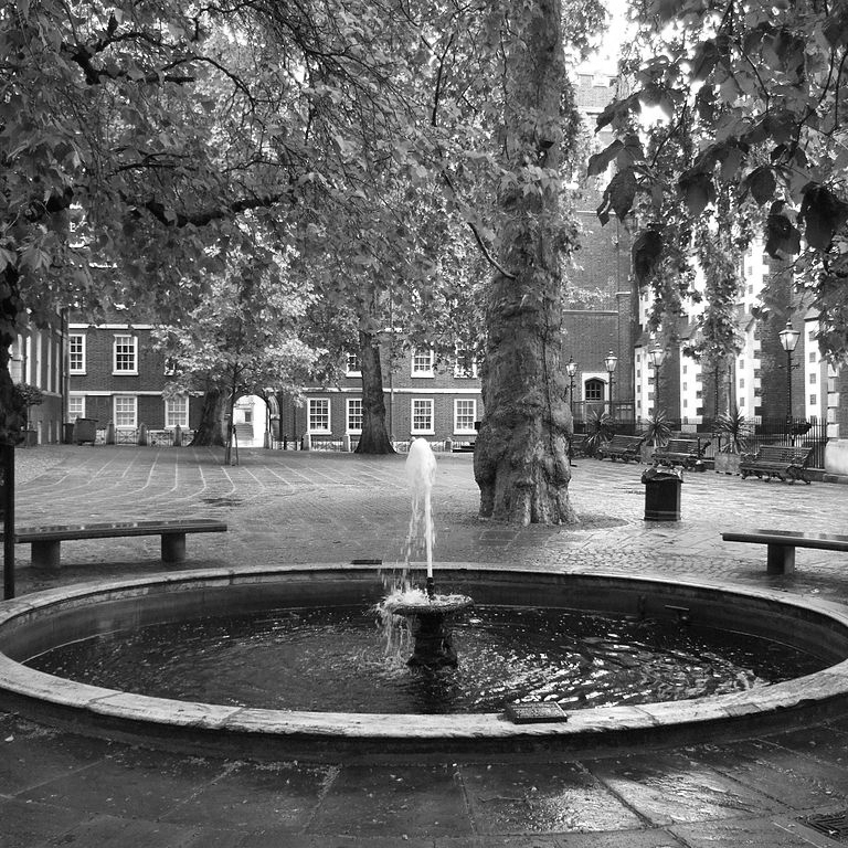 Fountain_Court_London.jpg