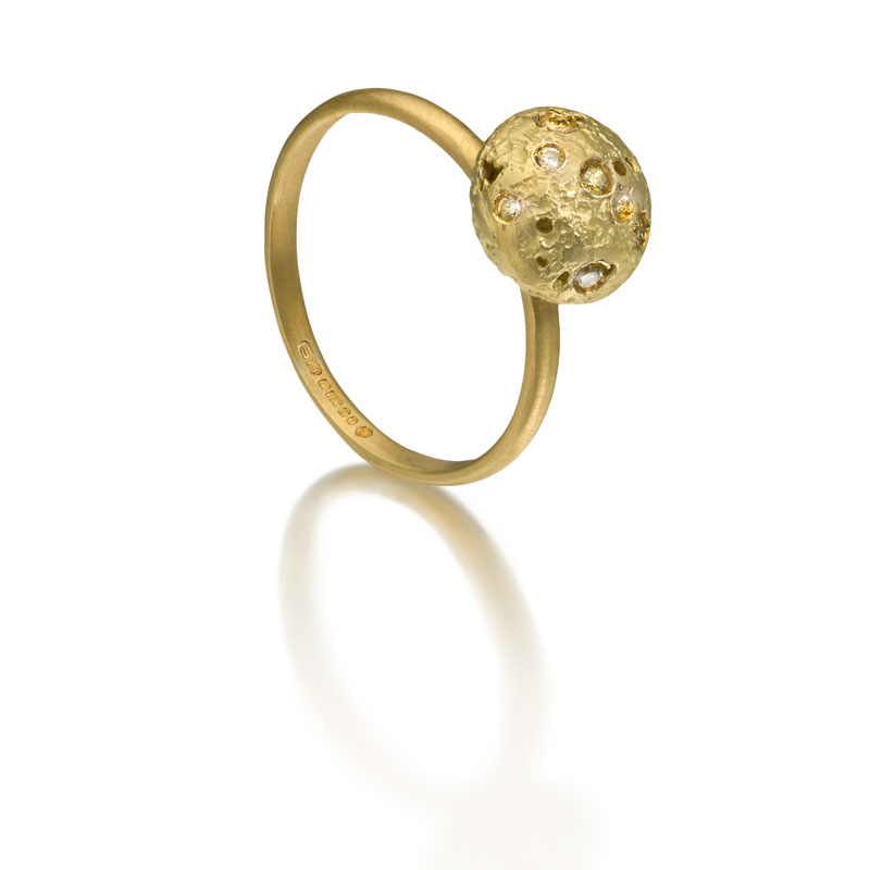 Etched 18ct gold ring with diamonds