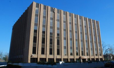 """HOUSTON CHRONICLE   By Katherine Feser   A partnership led by Braun Enterprises has picked up a pair of office buildings at 5909 and 5959 West Loop South near Fournace Street in Bellaire.The purchase was made by 5909/5959 Realty Ltd. for an undisclosed price. The buildings consist of 152,000 square feet and are 96%leased, with an average tenant size of 1,100 square feet.  """"Our concept is to buy multitenant projects with little exposure to one tenant,"""" said Dan Braun, president of Houston-based Braun Enterprises.  Rob Chandler and Jeff Barbles of NAI Houston represented the seller, The Matrix Group. Dan Braun represented his firm.The deal came about after a different contract fell through as changes in the capital markets made it more difficult to secure financing.Braun Enterprises worked for several months to push a deal through.  The buyer assumed a loan that has a high prepayment penalty and three years left on its term and brought 45% equity to the table, Braun said.  Braun Enterprises operates and manages about 1 million square feet of multitenant office buildings, office warehouses and retail centers with more than 500 tenants.  The average tenant occupies about 2,000 square feet."""