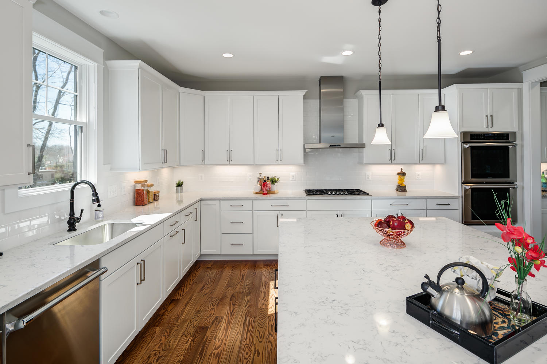 6455 Arlington Blvd Falls-large-072-163-KitchenFamily Room-1500x1000-72dpi.jpg