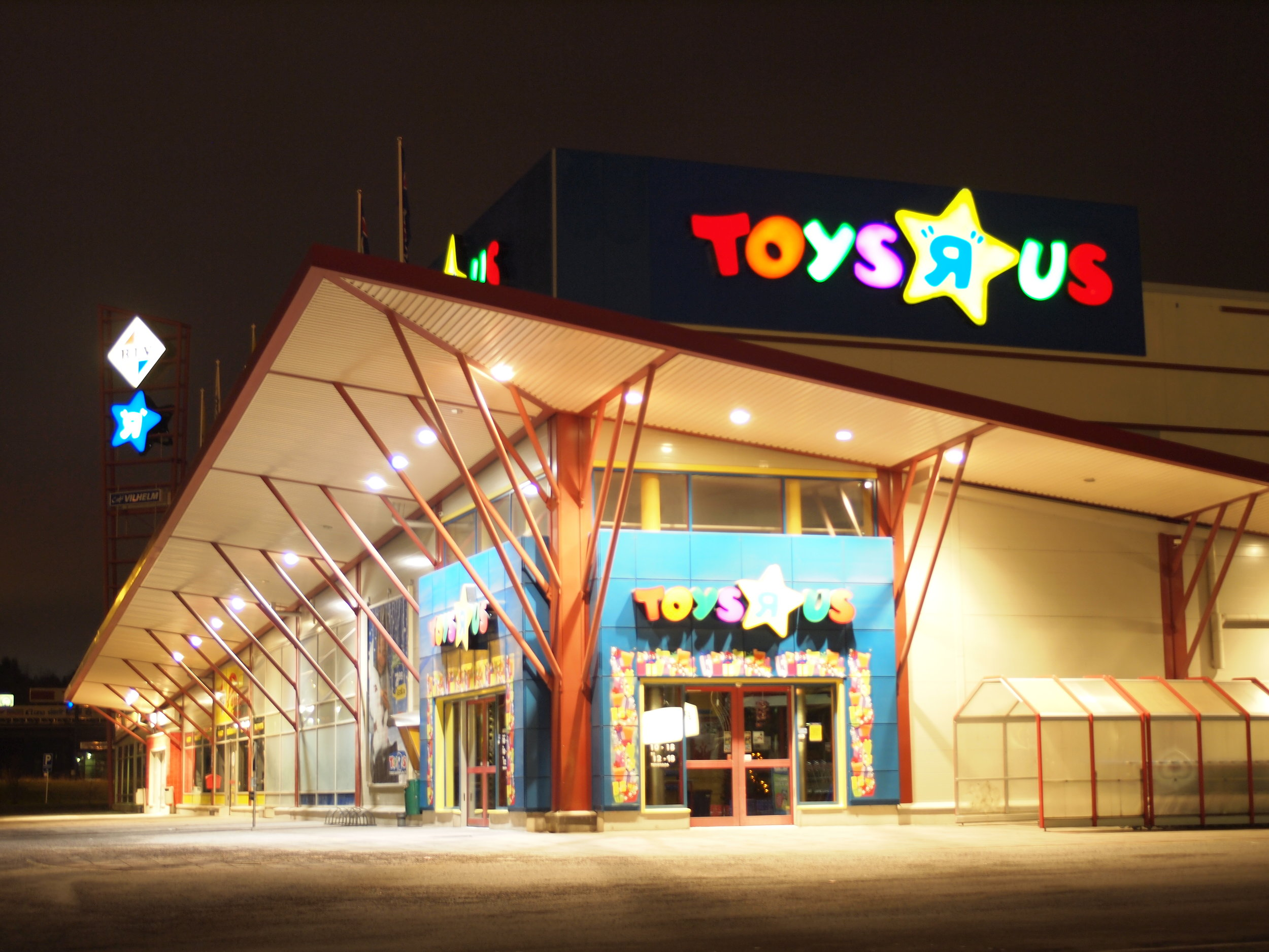 Toys R Us has closed its doors. Online shopping will never be anywhere close to this experience.