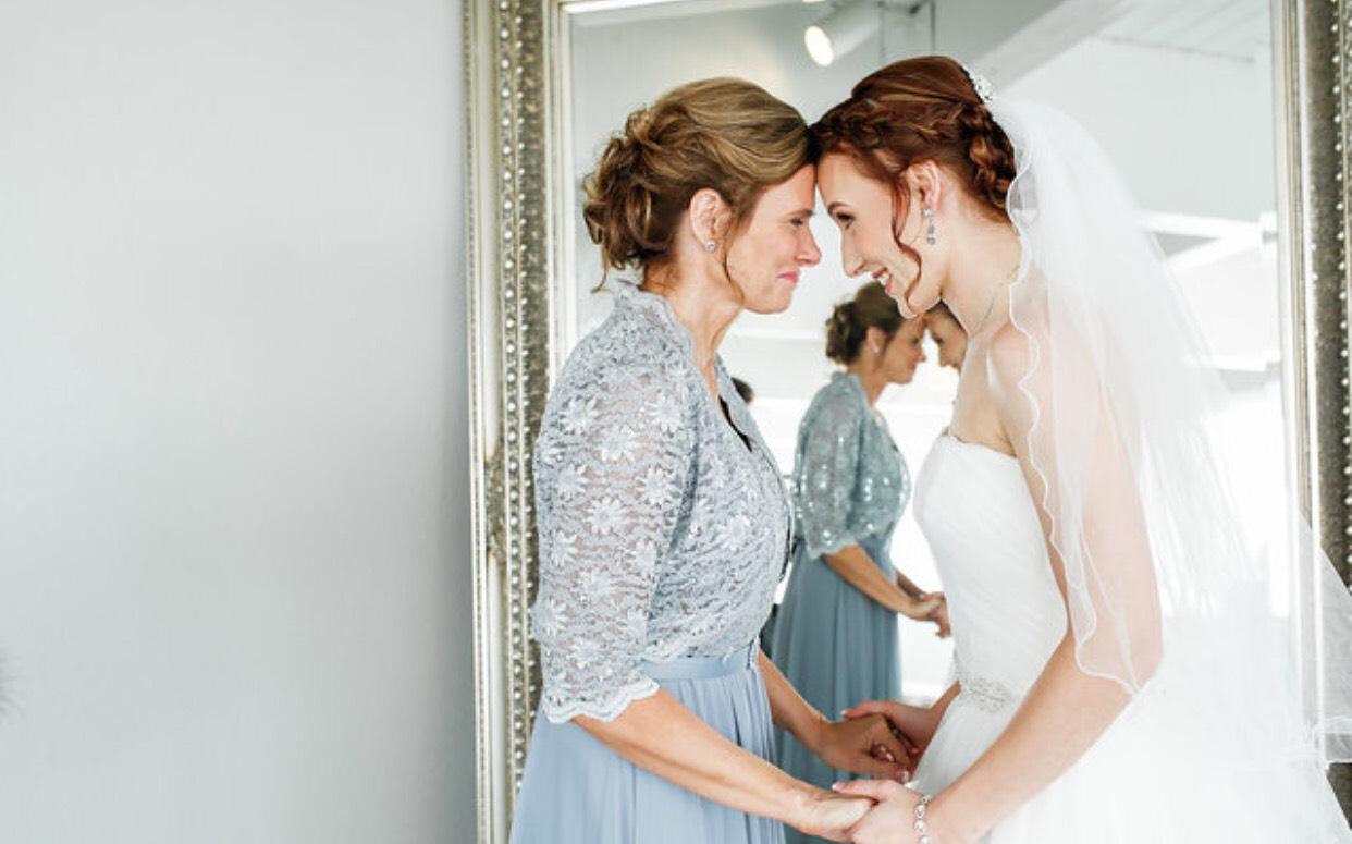 Denver-traveling-wedding-hairstylist-updo-specialist