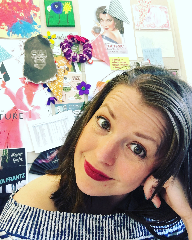Här sitter jag på jobbet och filurar. Notera den italienska gorillan.