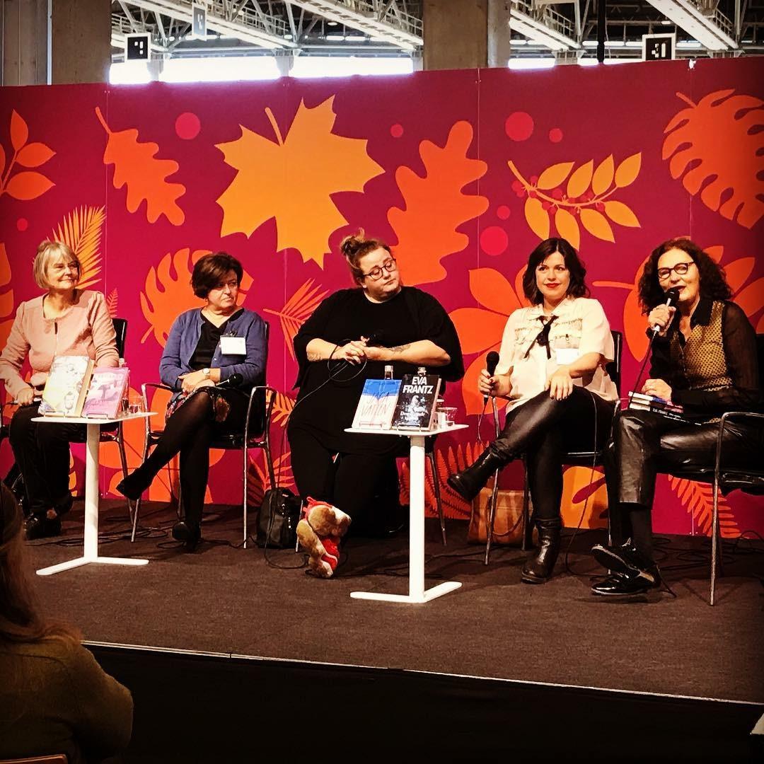 Bokmässan. Tuva Korsström, Sabine Forsblom, Ellen Strömberg och jag intervjuades av Ebba Witt-Brattström. Så kan man också inleda en söndagsmorgon.