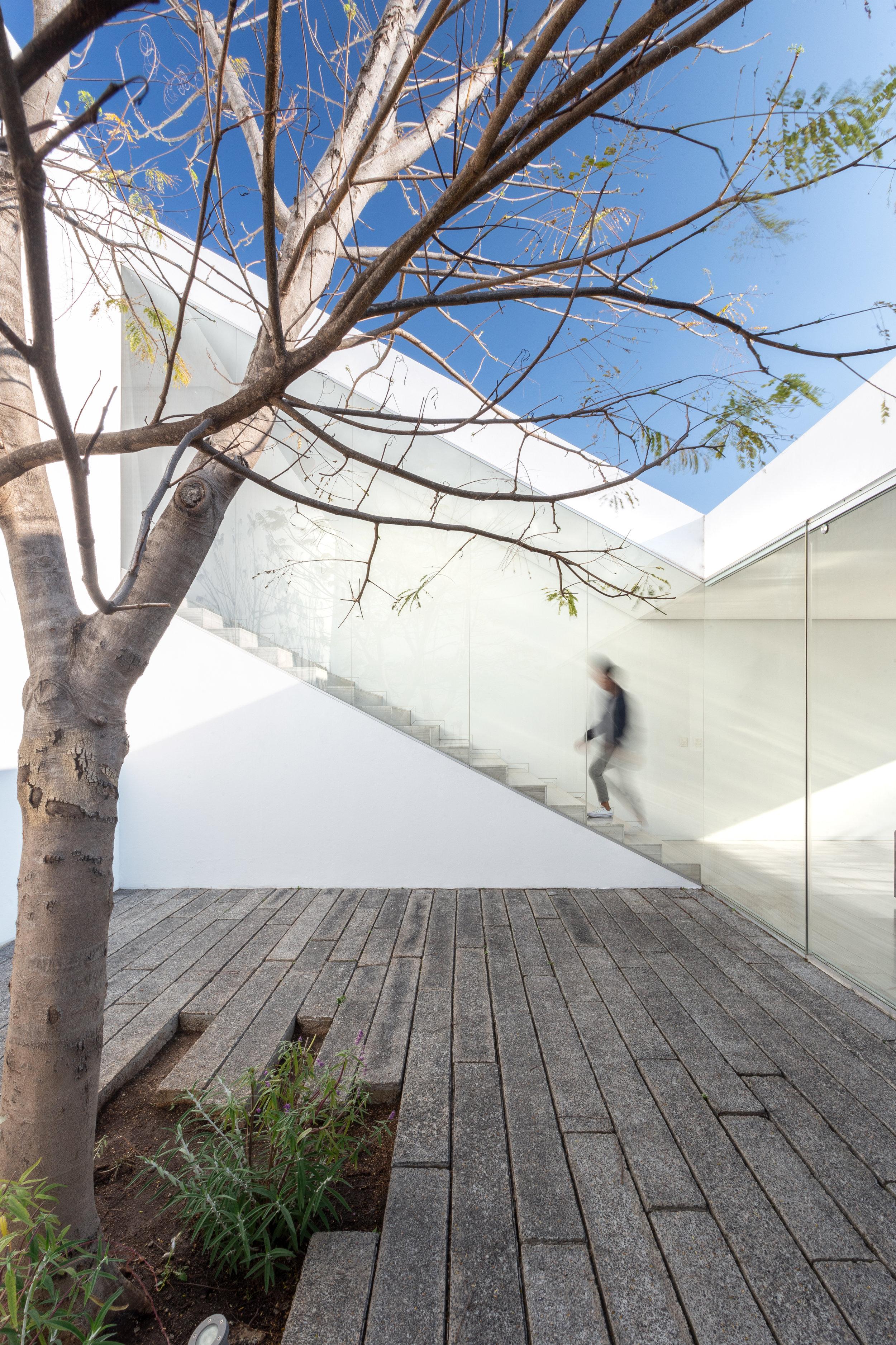 Casa Santa Barbara-HWStudio-01.jpg