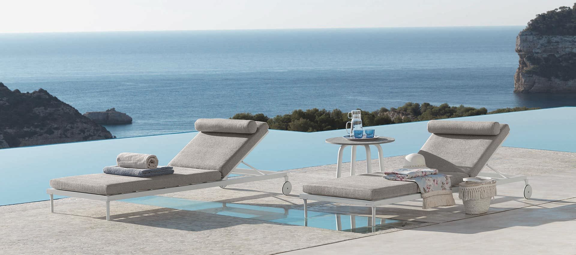 Outdoor sunbeds - coffee tables