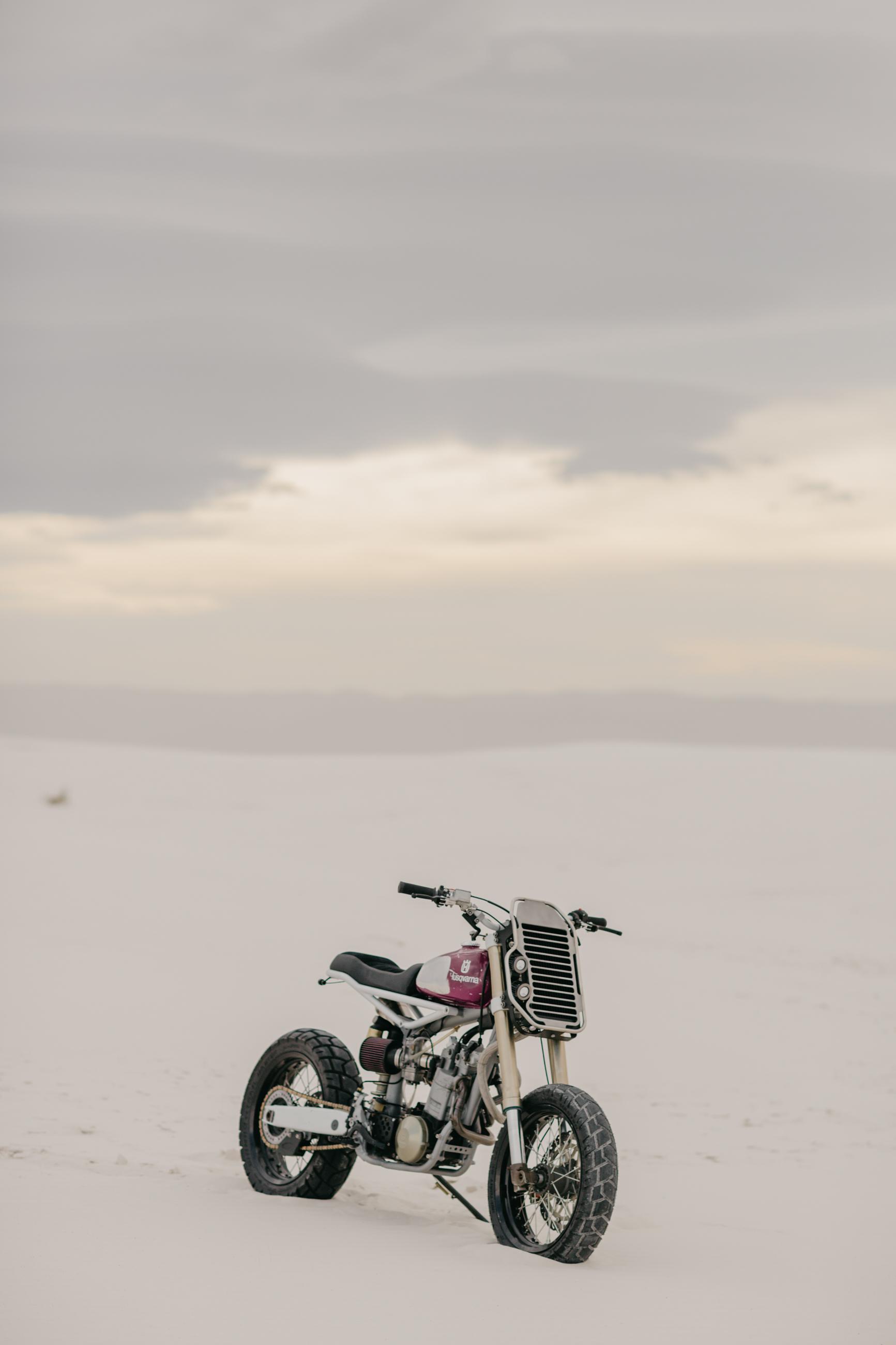 Moto-Mucci_Husqvarna_570_White_Sands (3).JPG