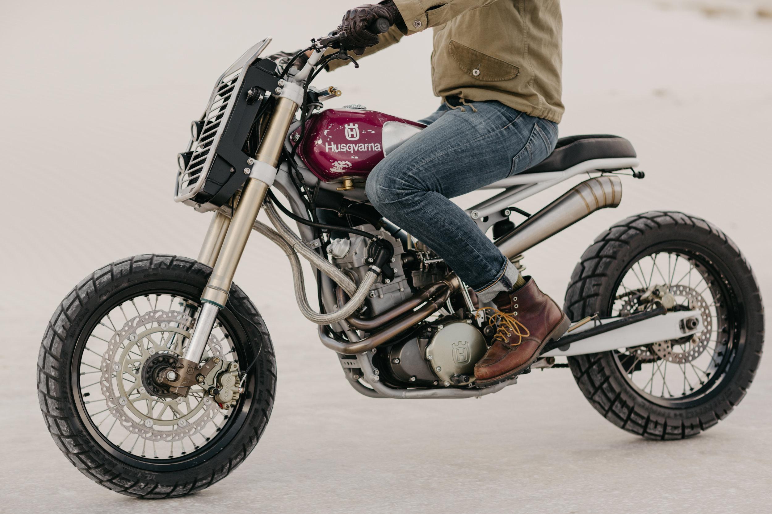 Moto-Mucci_Husqvarna_570_White_Sands (9).JPG