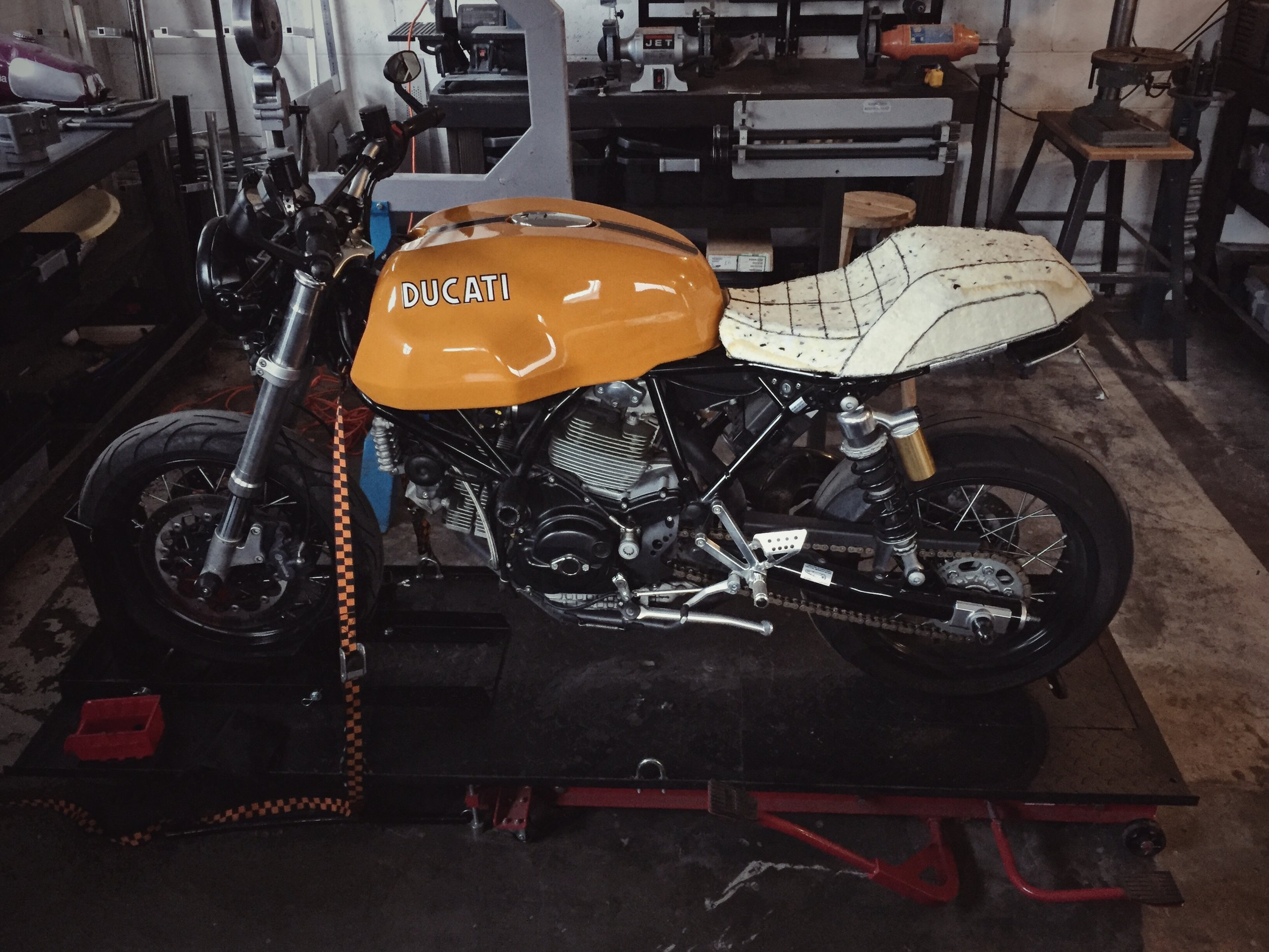 Moto-Mucci_Custom_Ducati_Sport_Classic_Seat (7).JPG