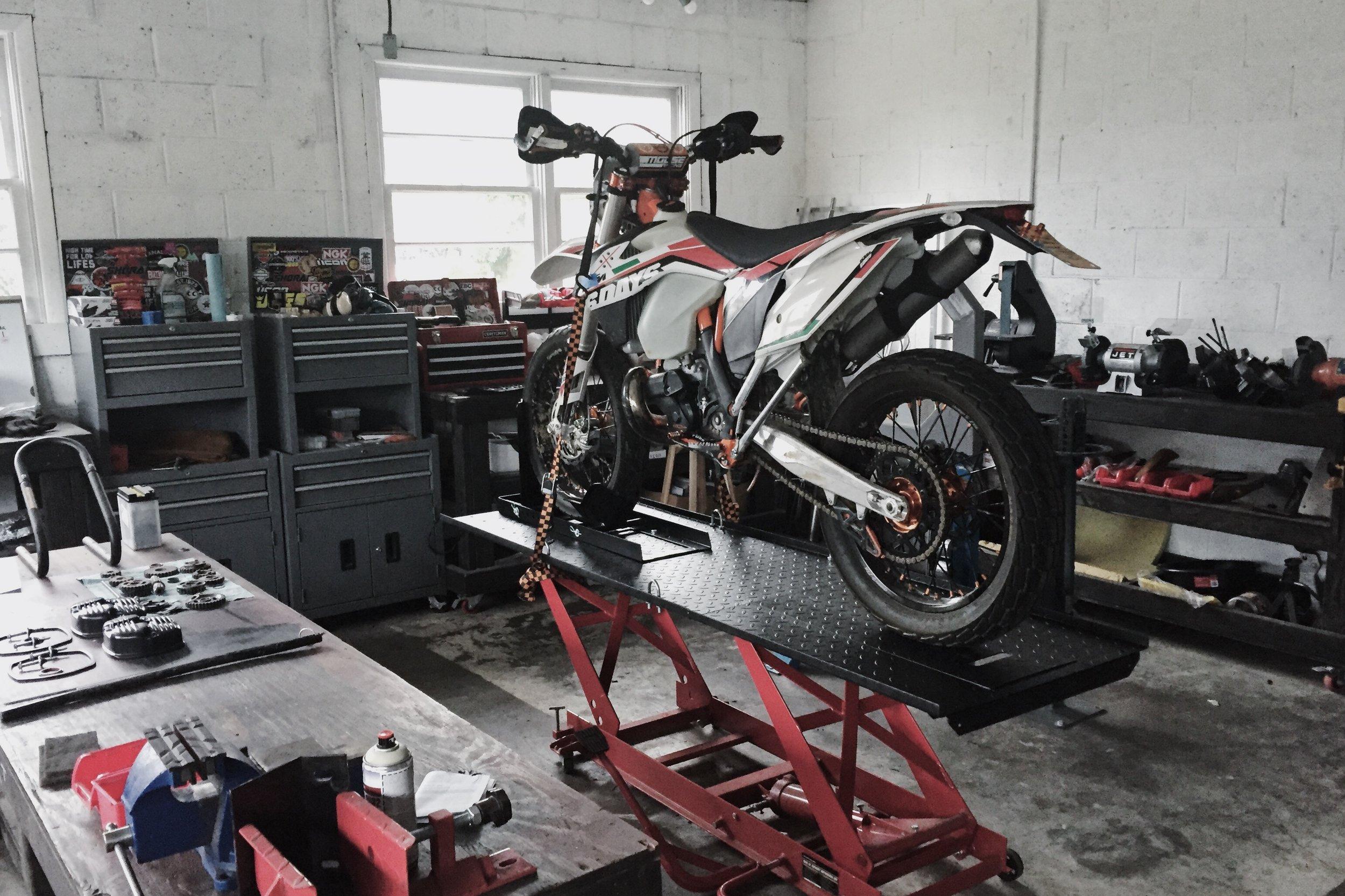 Moto-Mucci_Custom_KTM_300_Build (2).jpg