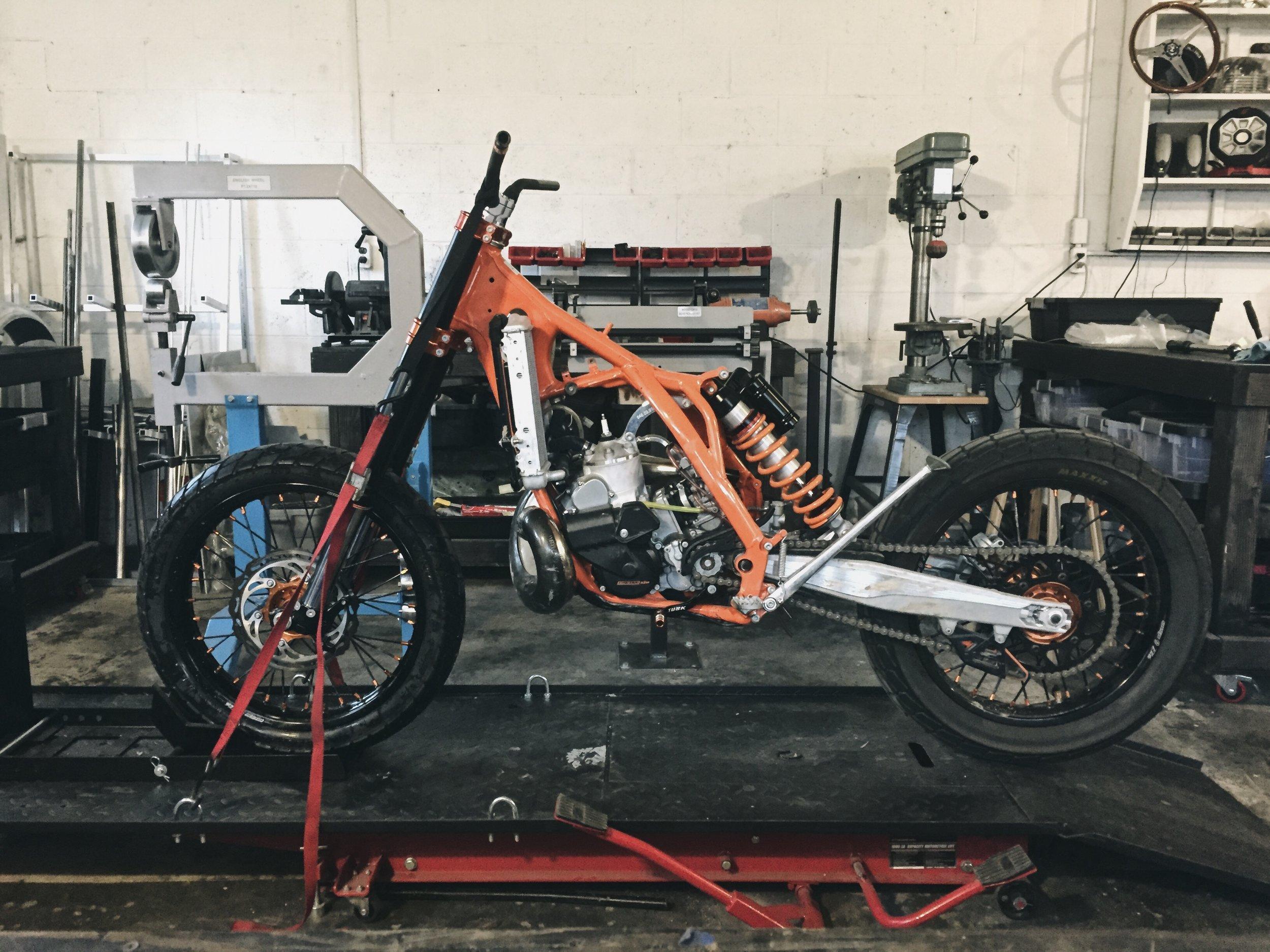 Moto-Mucci_Custom_KTM_300_Build (5).jpg