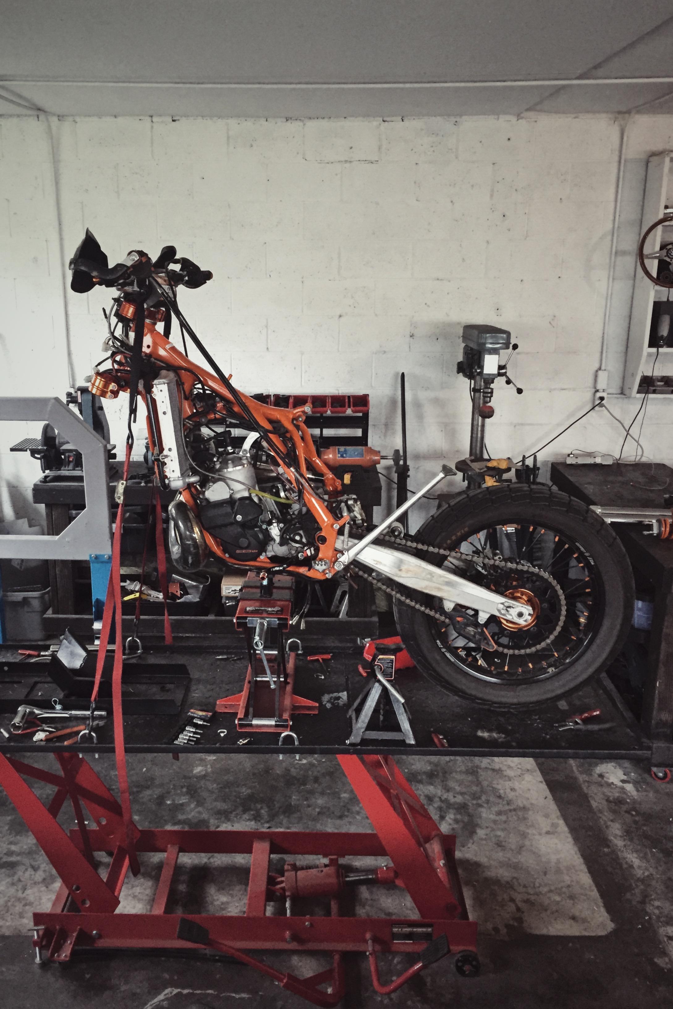 Moto-Mucci_Custom_KTM_300_Build (8).jpg