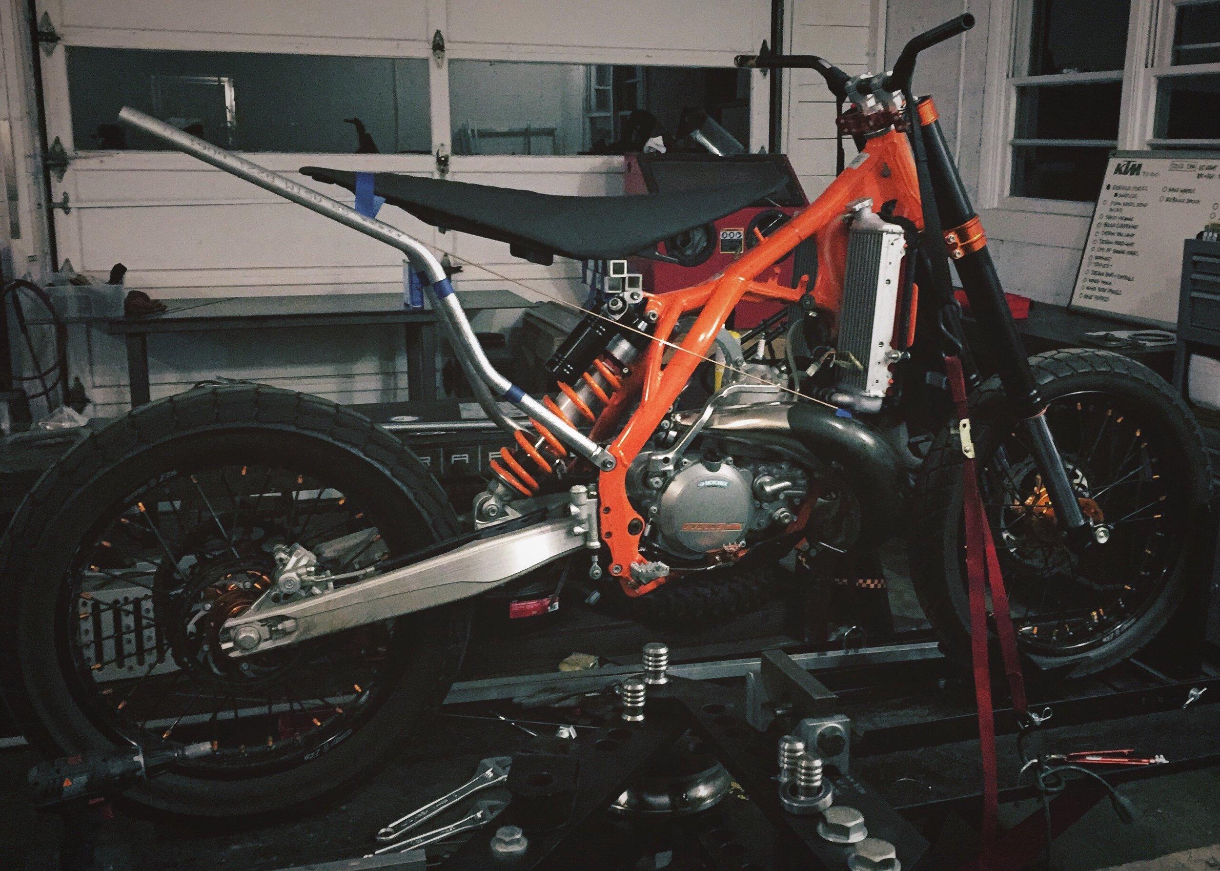 Moto-Mucci_Custom_KTM_300_Build (7).jpg