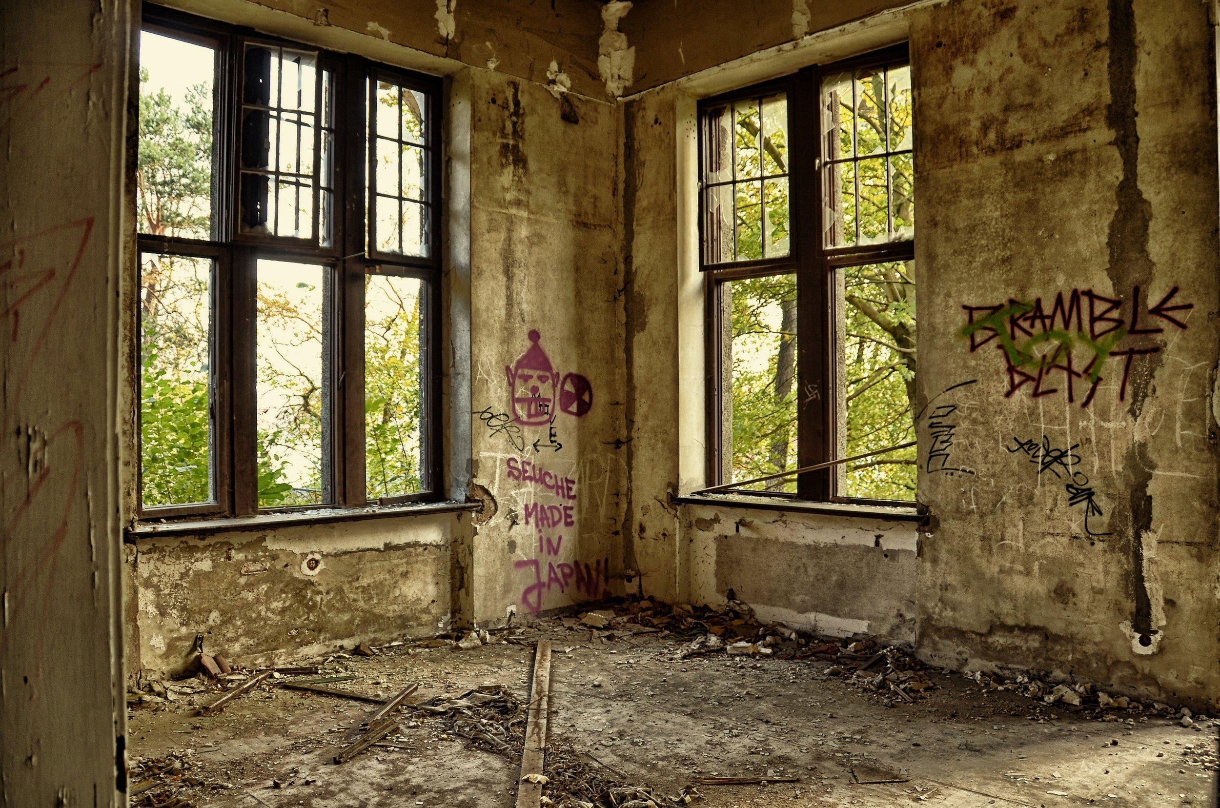 abandoned-building-dirty-164321.jpg