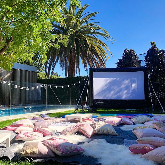 Nothing beats an Autumn Outdoir Cinema Party on a perfect night like this 🍿