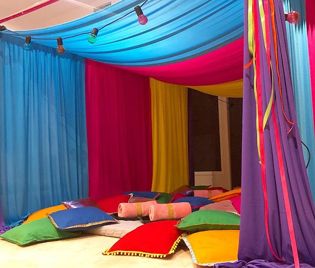 Moroccan Nights  Sleepover 🧞‍♂️ Do you fancy a sleepover set up with a little more colour? Our Moroccan Nights setup is quirky and colourful and perfect for anyone who's not into pink 😃