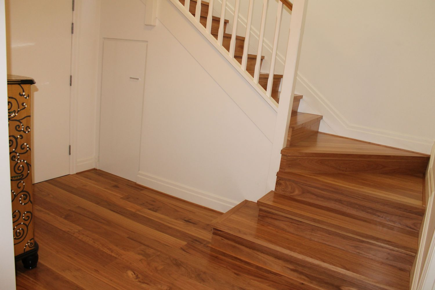 20140324043417221_website_pre-finished-engineered-t--g-flooring_engineeredblackbuttstairtreads20.jpg
