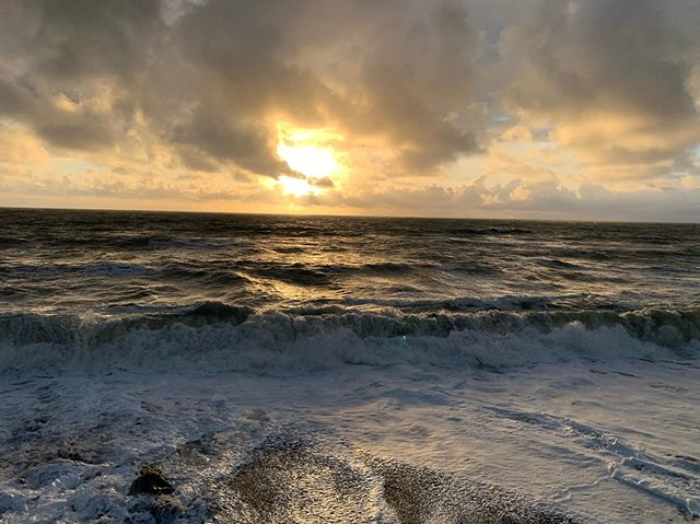 Beauty after the storm.. ^ ^ ^ ^ ^ ^ ^ #ocean #pacificocean #pacifica #sunset #sunsets #sunsetlover #sunsetbeach #sunset_ig #sanfranciscoworld #californiaadventure #californiabeach  #nowrongwaysf #sanfrancisco #cali #california #sanfrancisco #sf #Abc7now #sfbucketlist #alwayswelcome #onlyinsf #sfgate #whereyoulive #hellabay #wildbayarea #shotoniphone