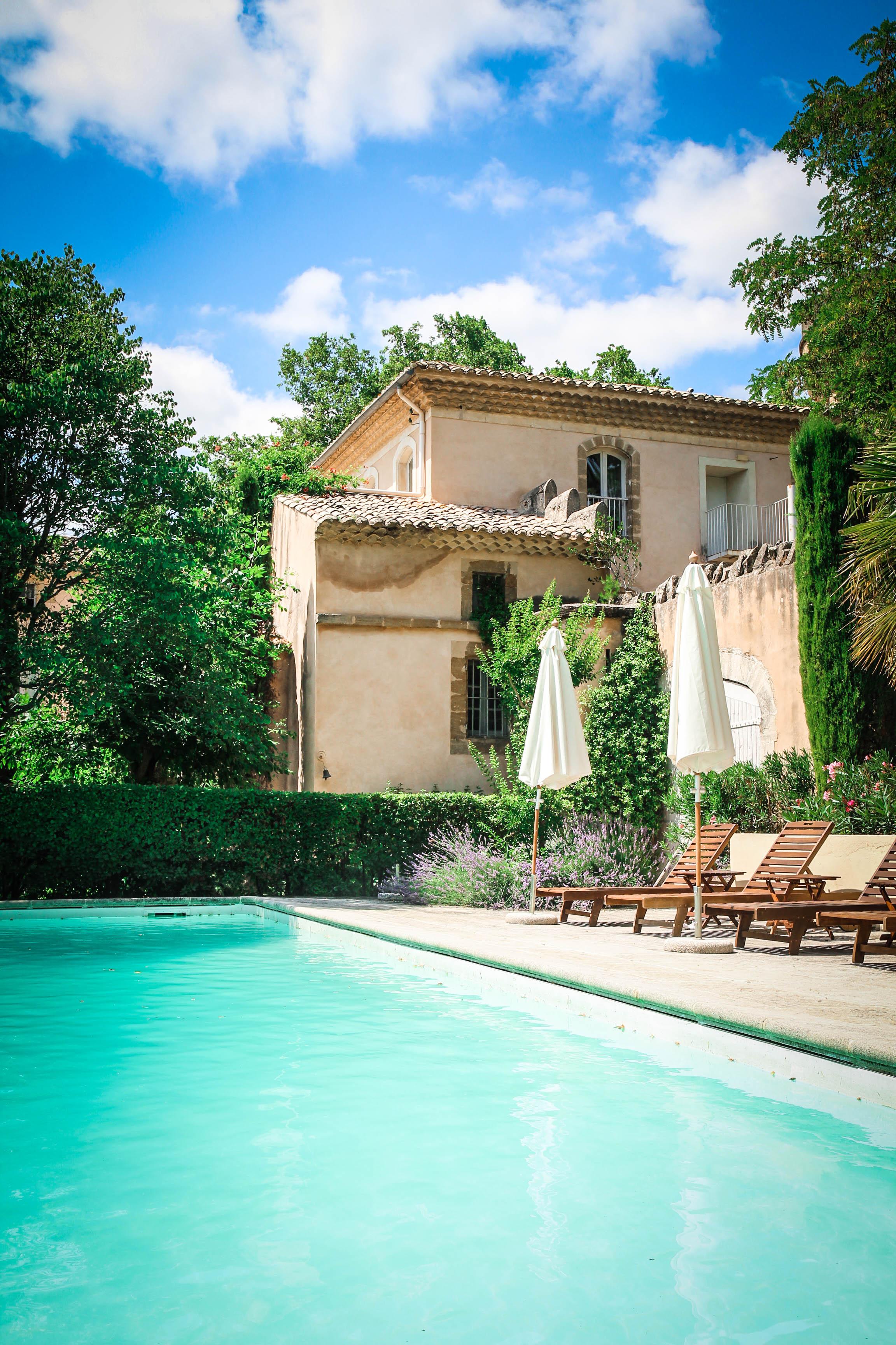 Zwembad - idyllische - château de massillan - Reizen met kinderen - Slapen in een kasteel