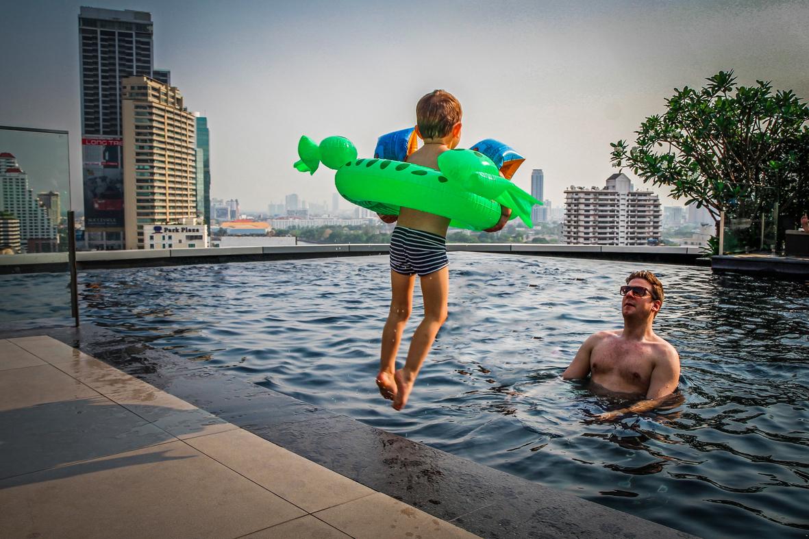 Reizen kinderen Thailand Bangkok -  Grande Centre Point Terminal 21- Swimmingpool.jpg