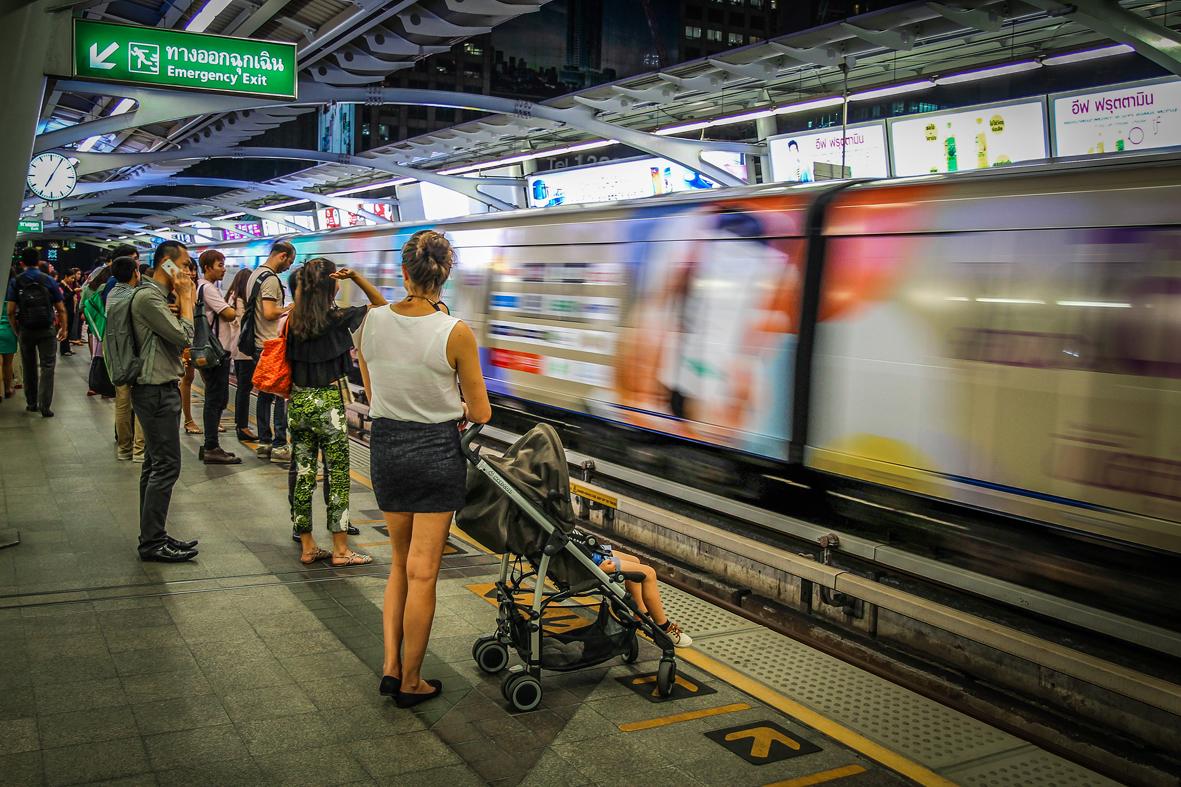 Reizen kinderen Thailand Bangkok BTS skytrain metro.jpg