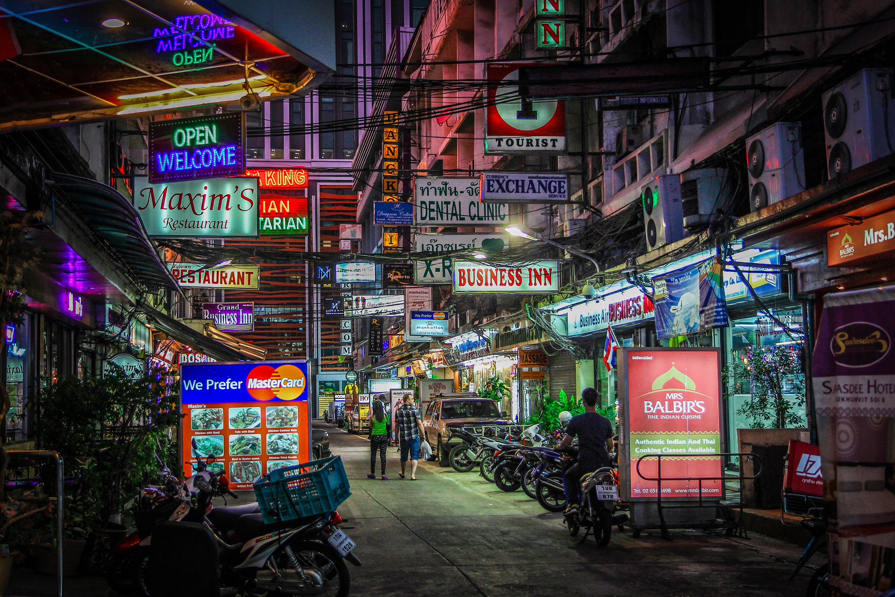 Reizen kinderen Thailand Bangkok nacht.jpg