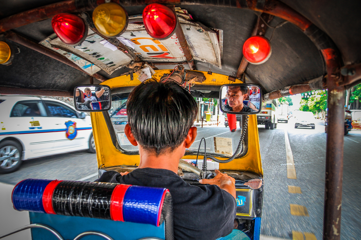 Reizen kinderen Thailand Bangkok TukTuk Trap.jpg