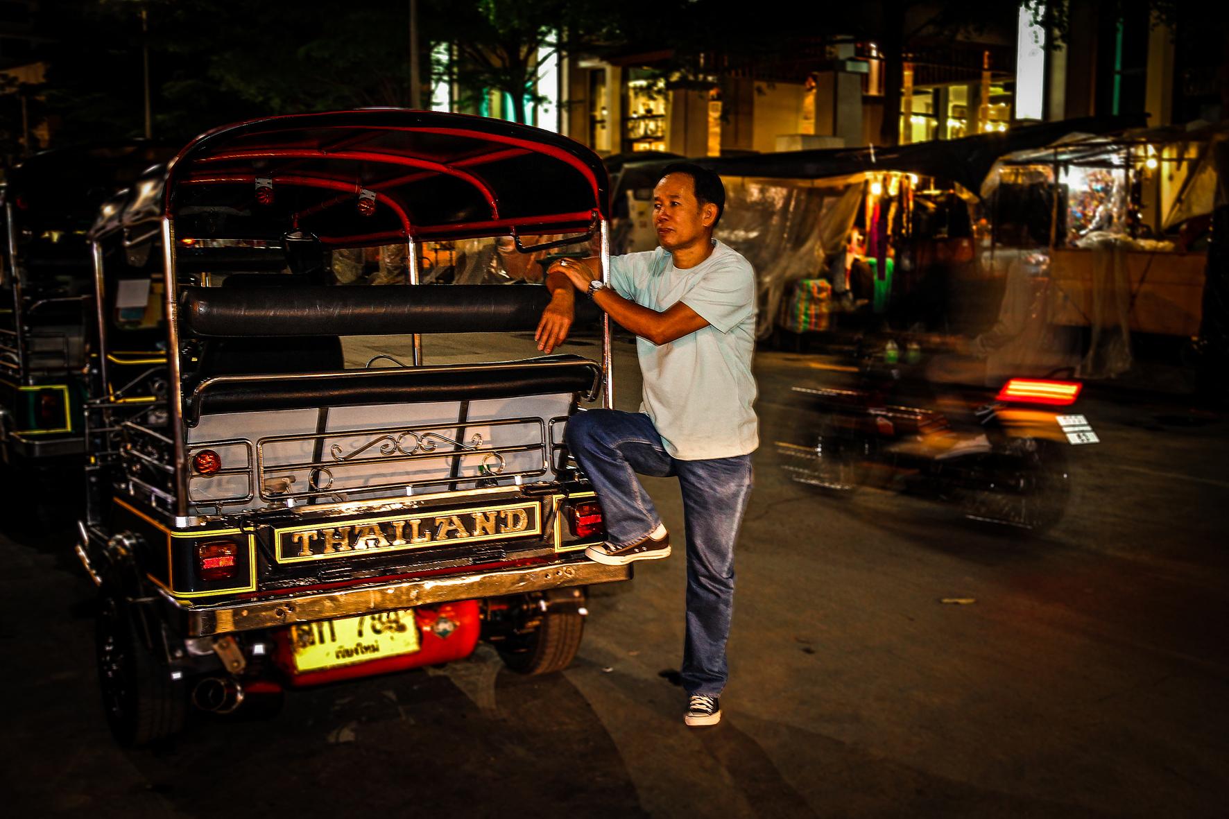 Reizen met Kinderen Thailand Chiang Mai - Night Market Tuktuk.jpg