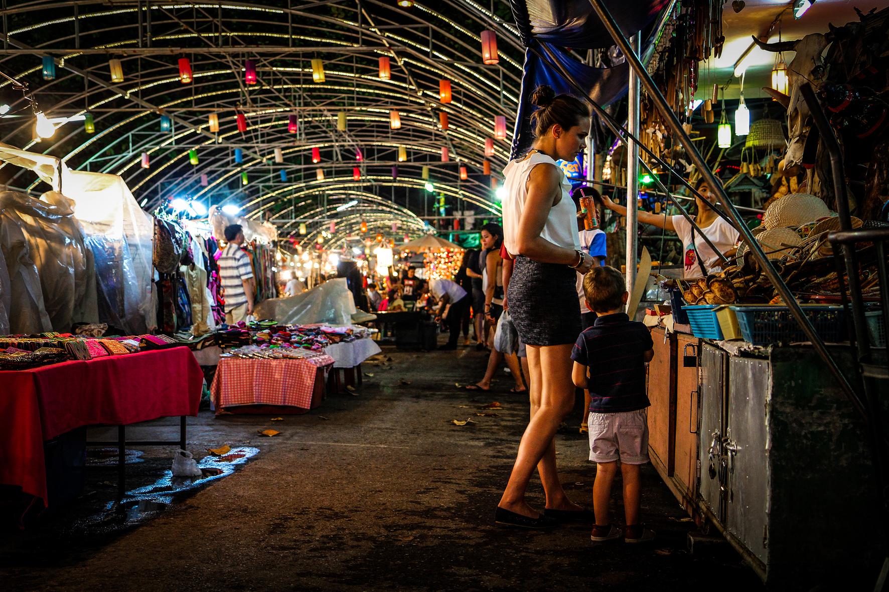 Reizen met Kinderen Thailand Chiang Mai - Night Market2.jpg