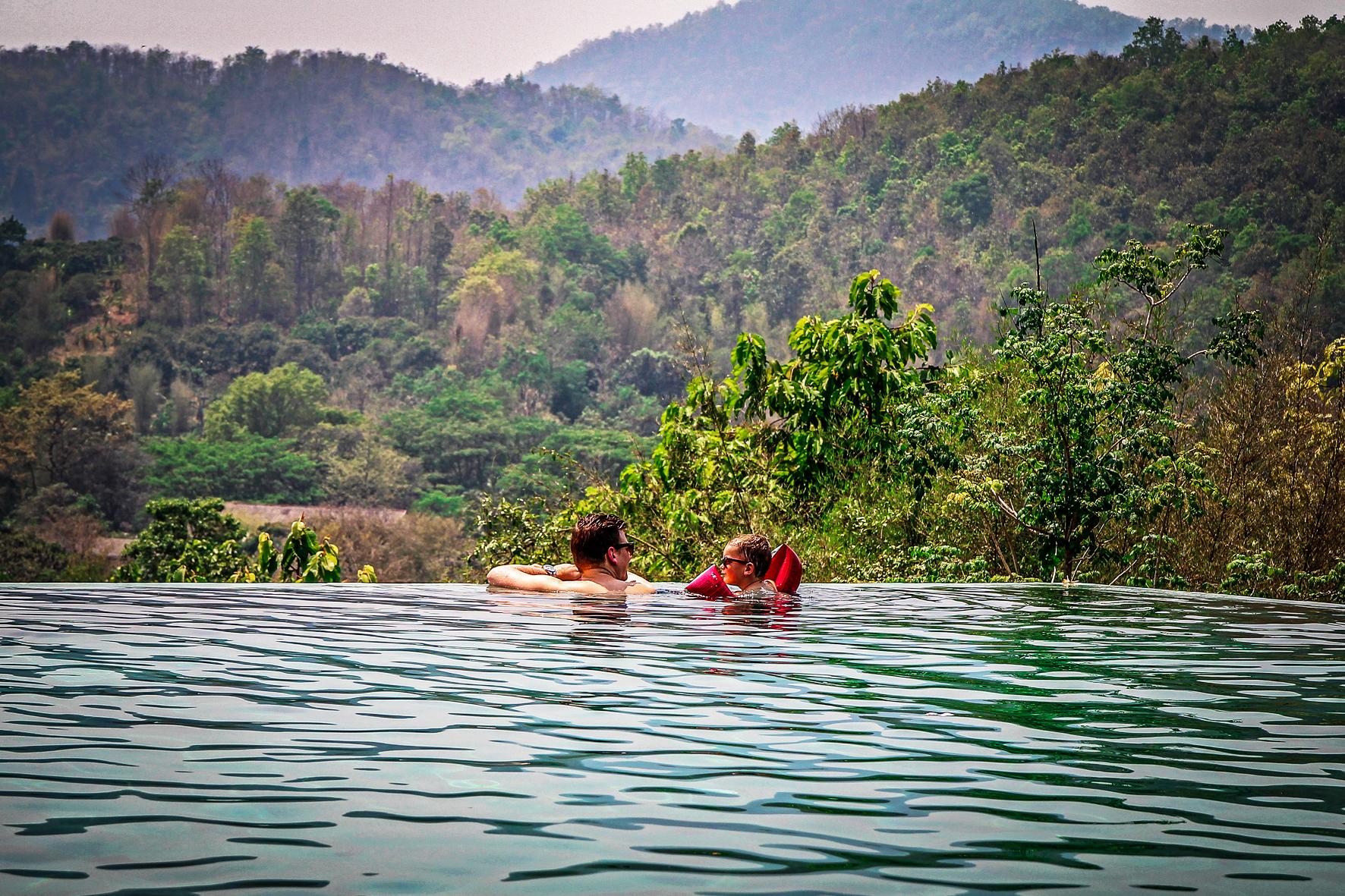Reizen met Kinderen Thailand Chiang Mai - Veranda Resort pool.jpg
