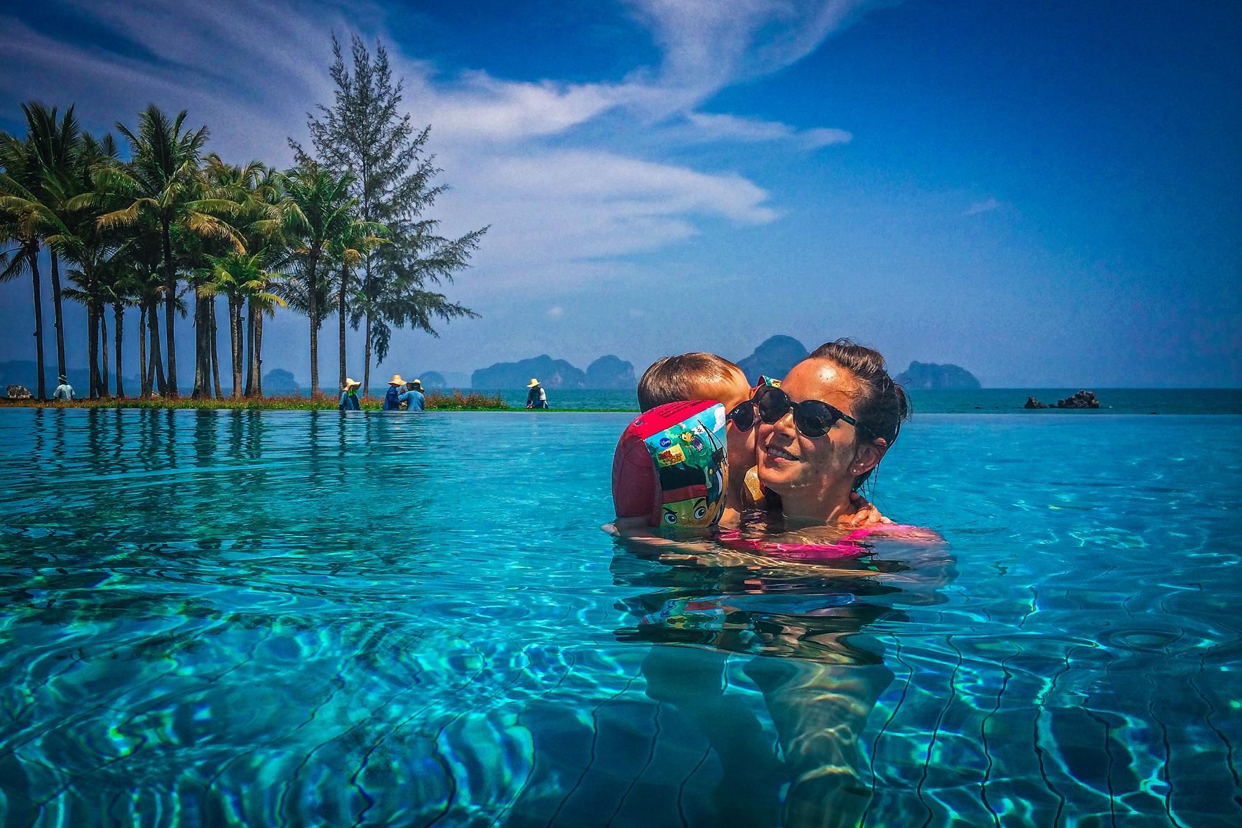 Reizen met Kinderen Thailand Ritz phulay bay pool.jpg