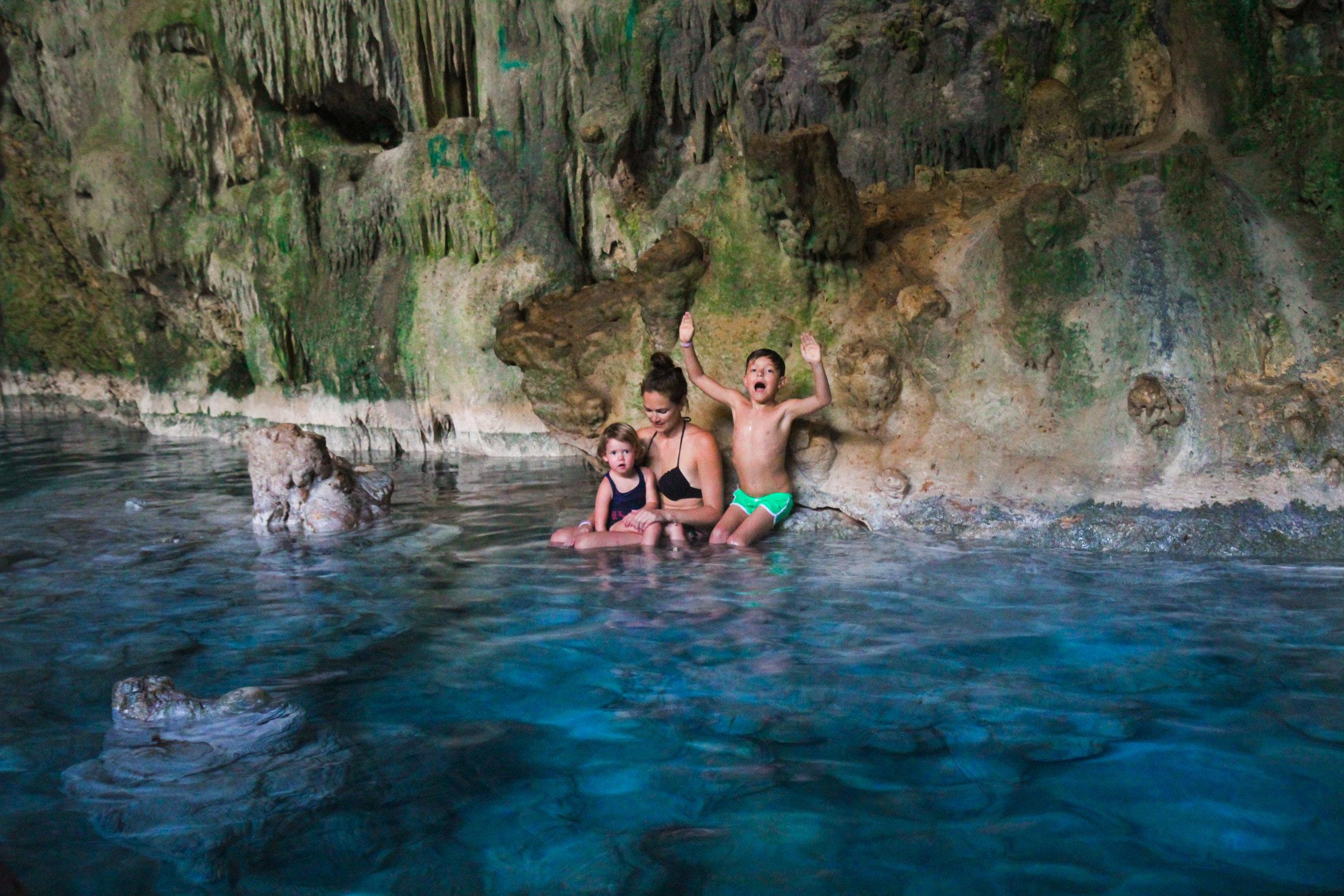 Cueva de Saturno met kinderen