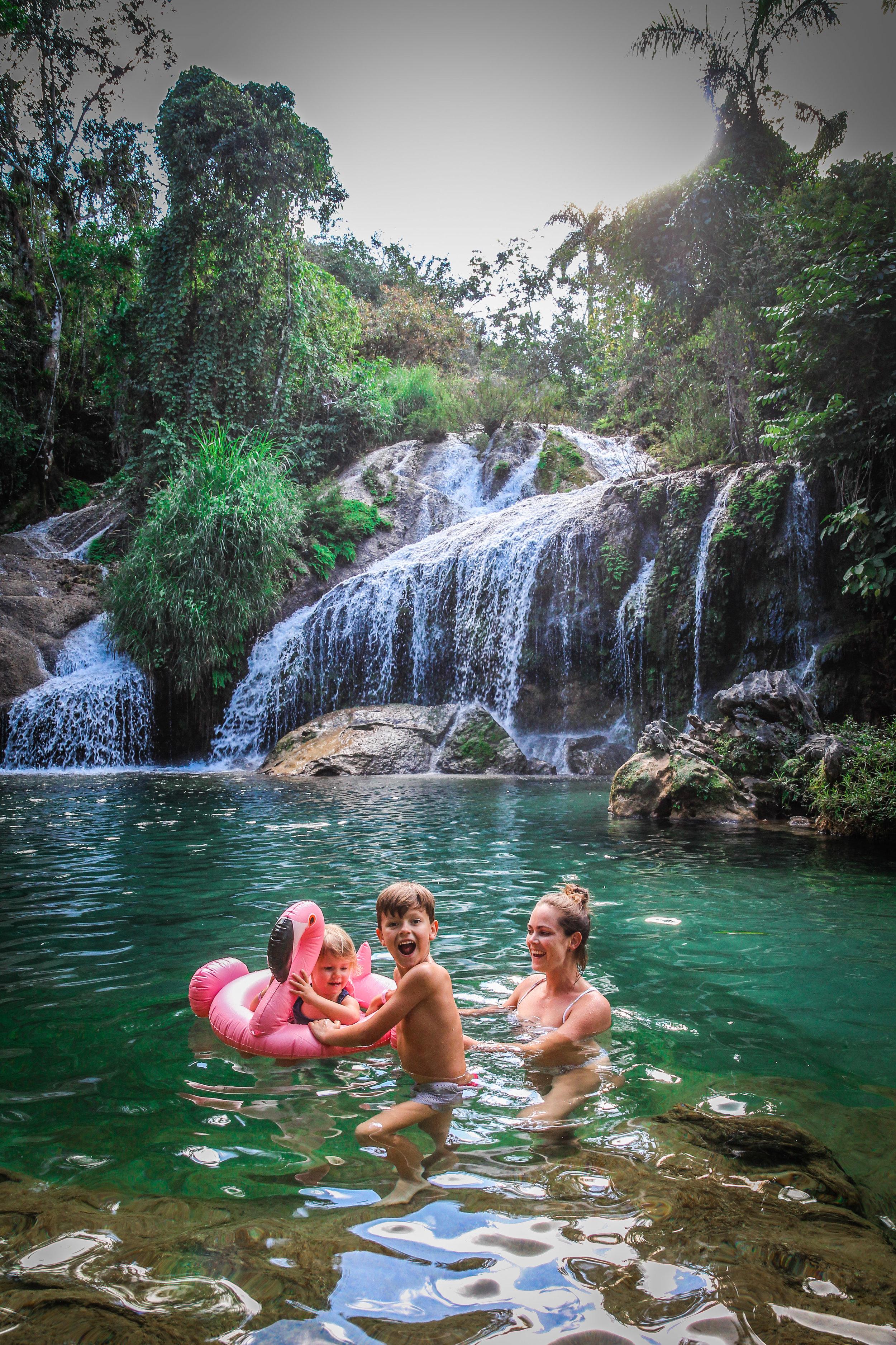 watervallen zwemmen pret kinderen cuba