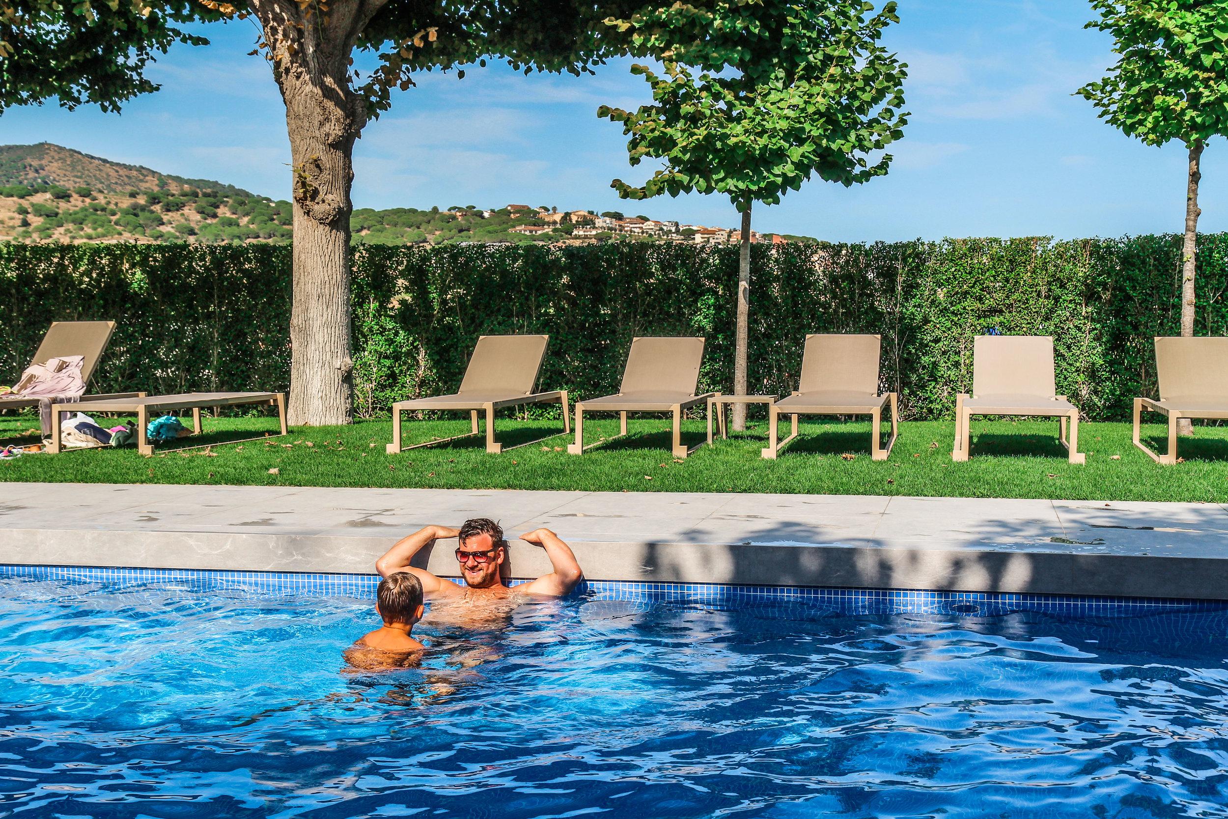 Arrey Alella Hotel - Zwembad vaderzoon moment