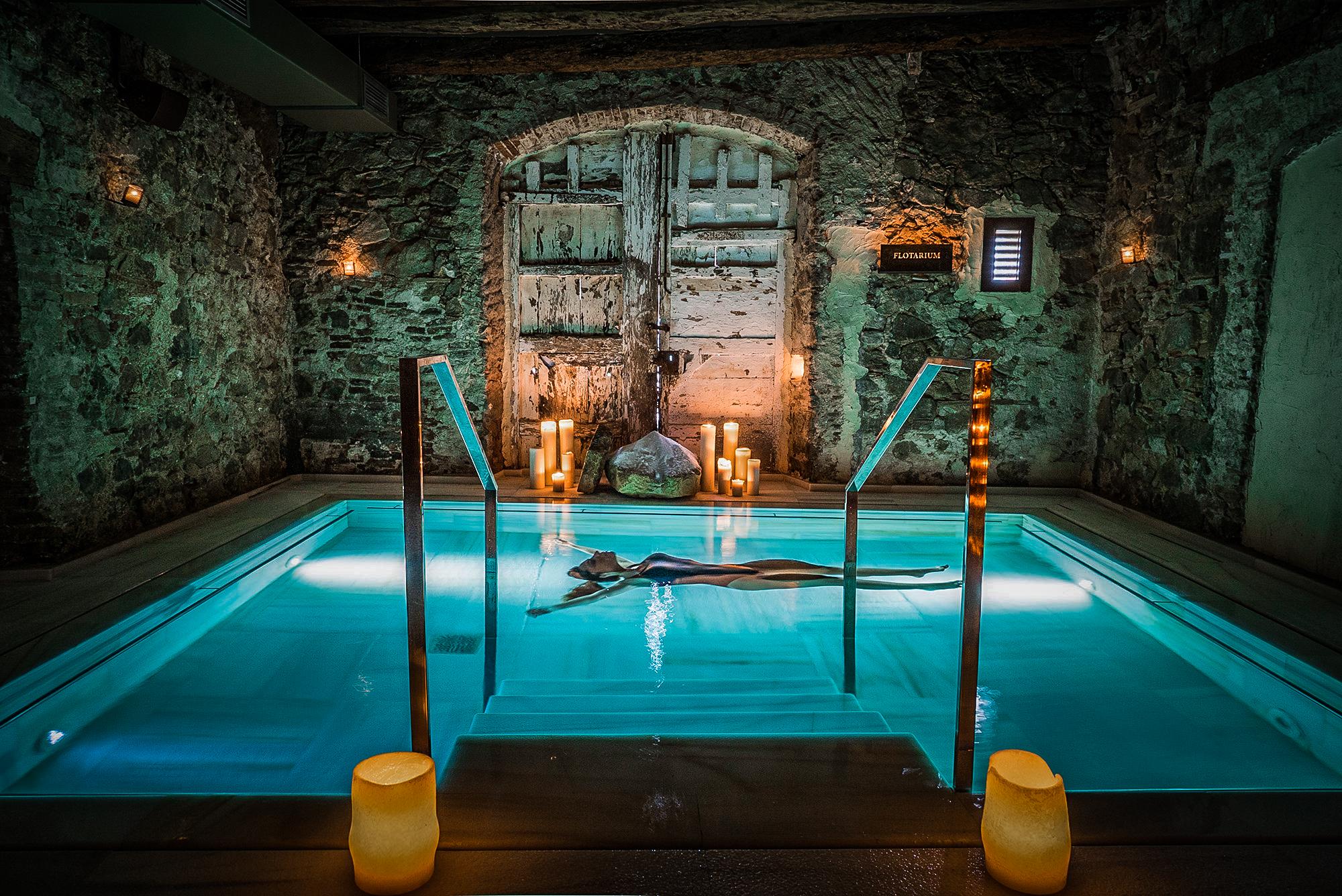 Hotel Mas Salagros - binnenzwembad.JPG