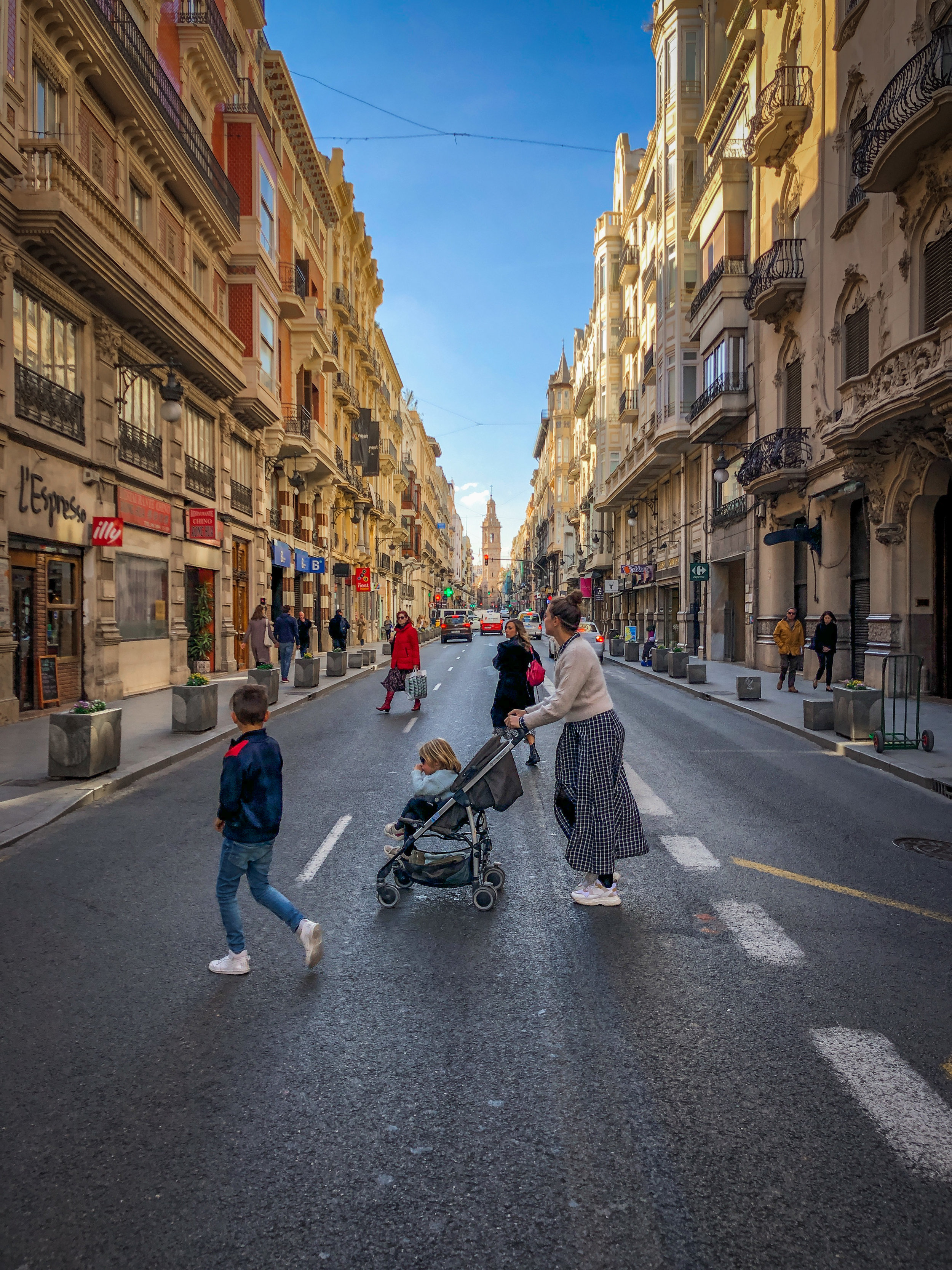 withkidsontheroad_Valencia_Placa_de_virgen-6.JPG