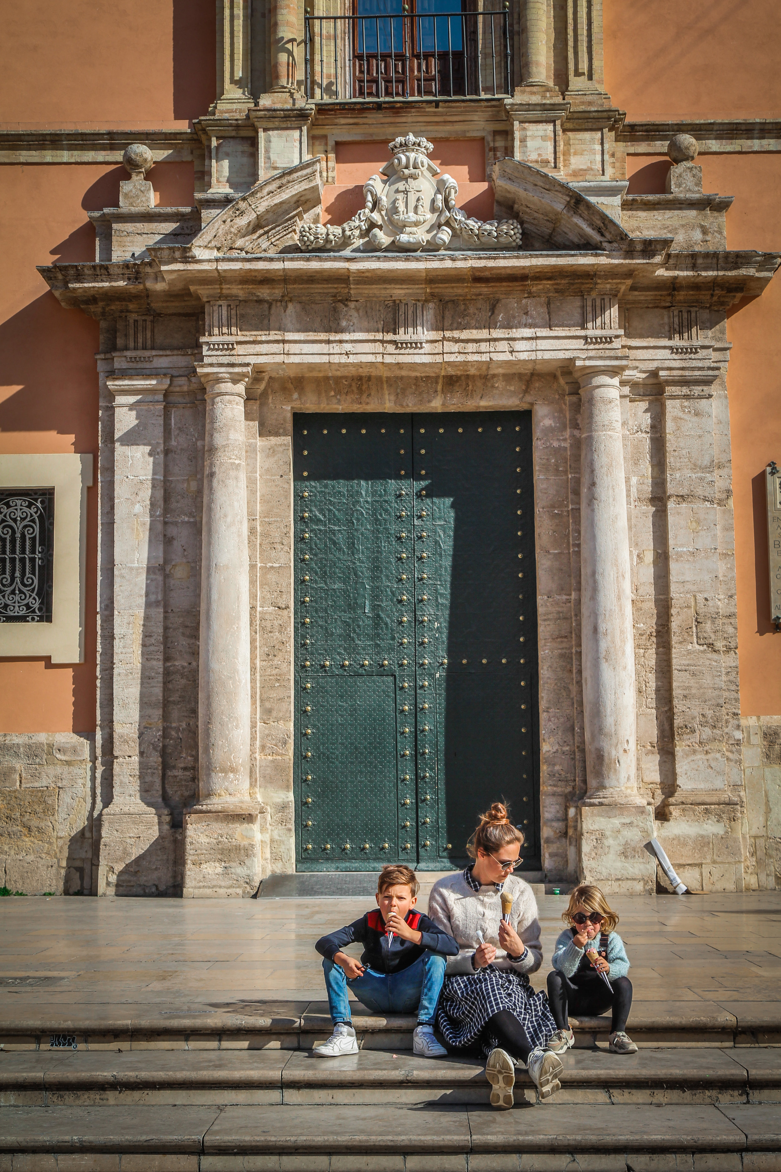 withkidsontheroad_Valencia_Placa_de_virgen-7.JPG