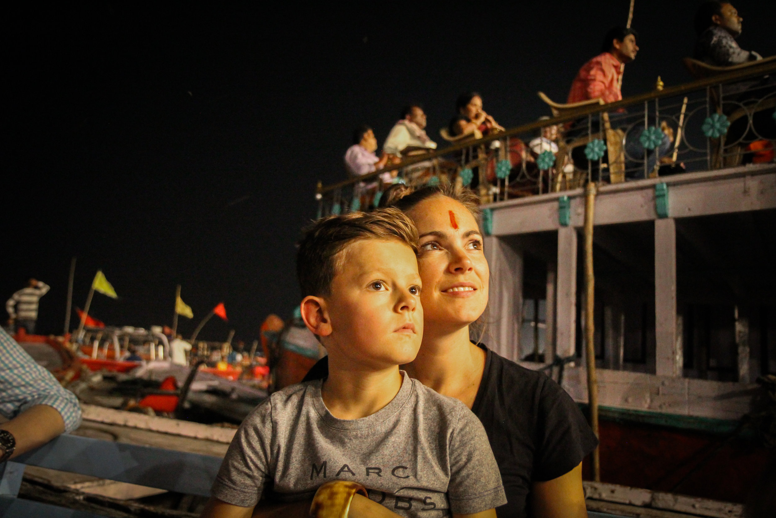 withkidsontheroad_Varanasi_avond_india---28.JPG