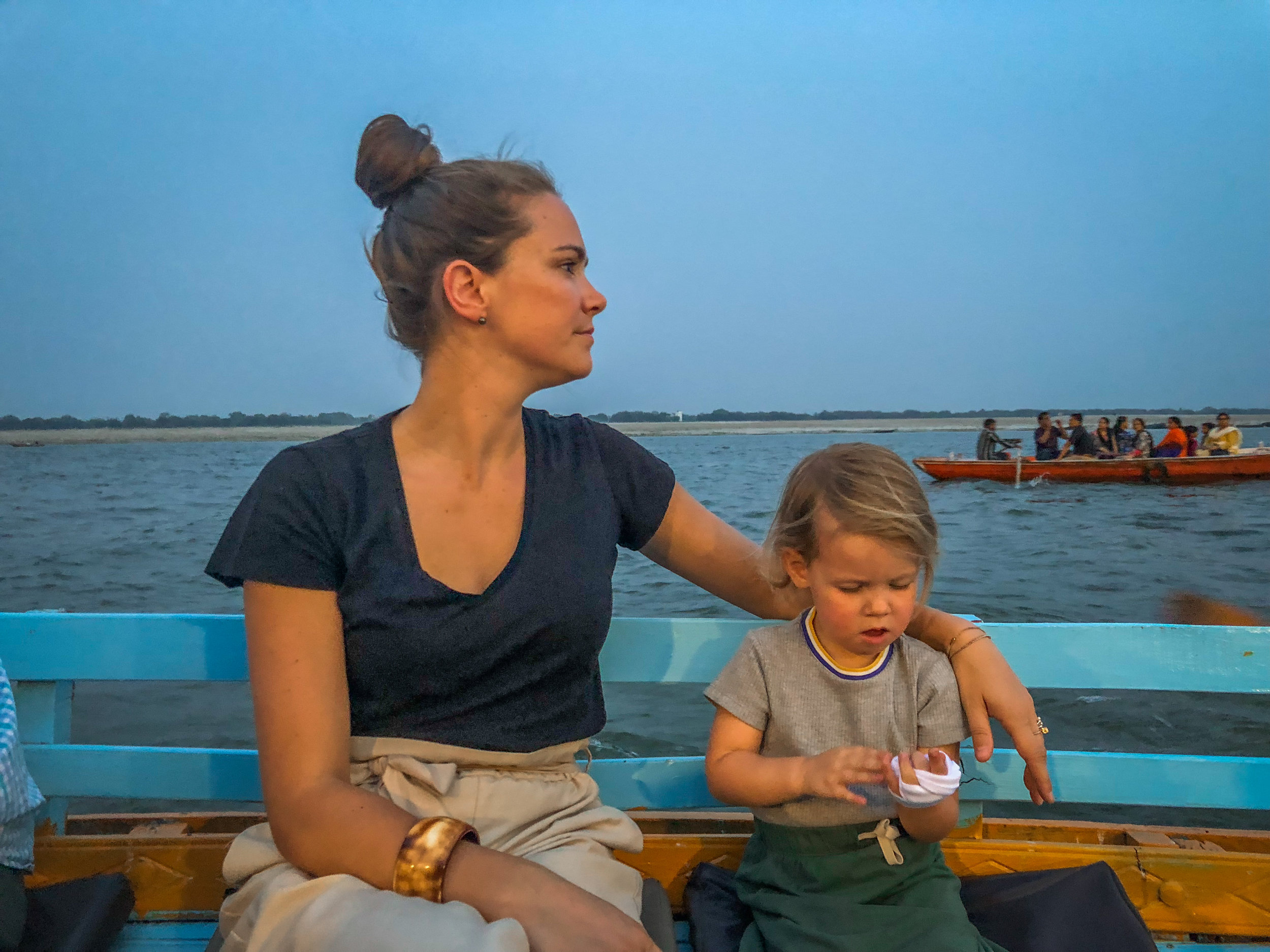 withkidsontheroad_Varanasi_avond_india---34.JPG