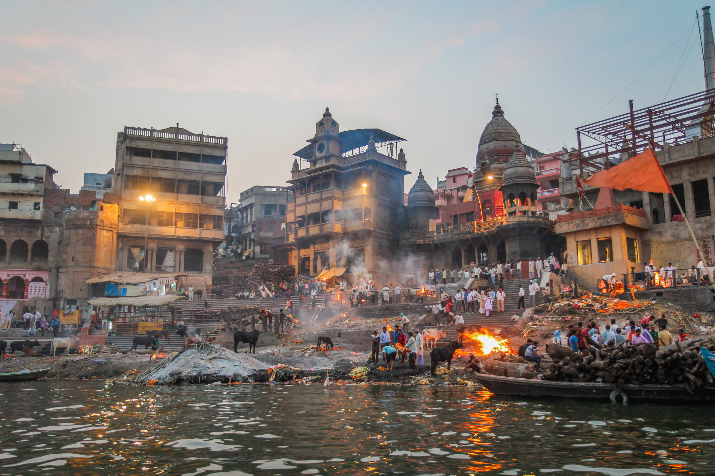 withkidsontheroad_Varanasi_avond_india---8.JPG
