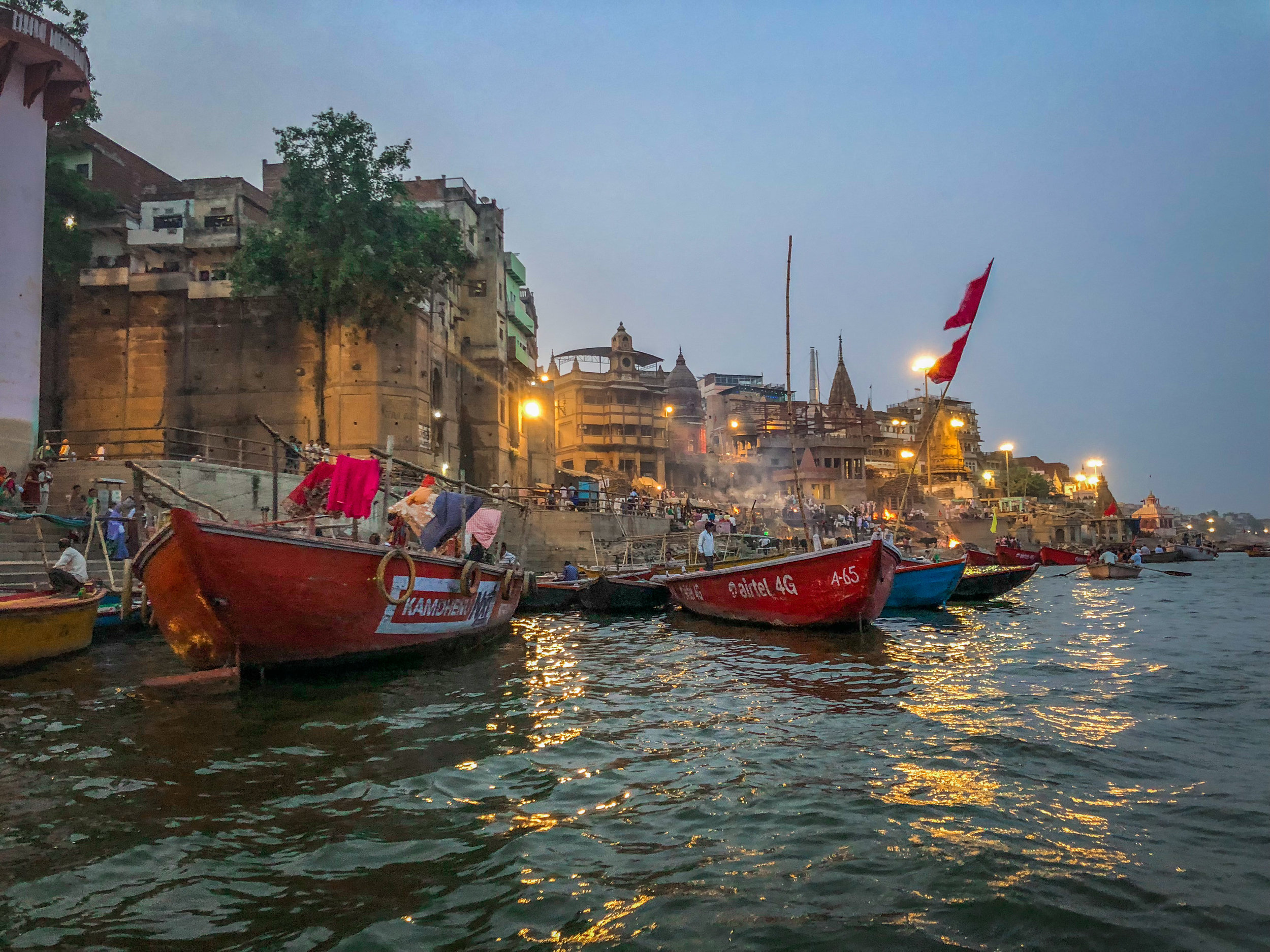 withkidsontheroad_Varanasi_avond_india---32.JPG