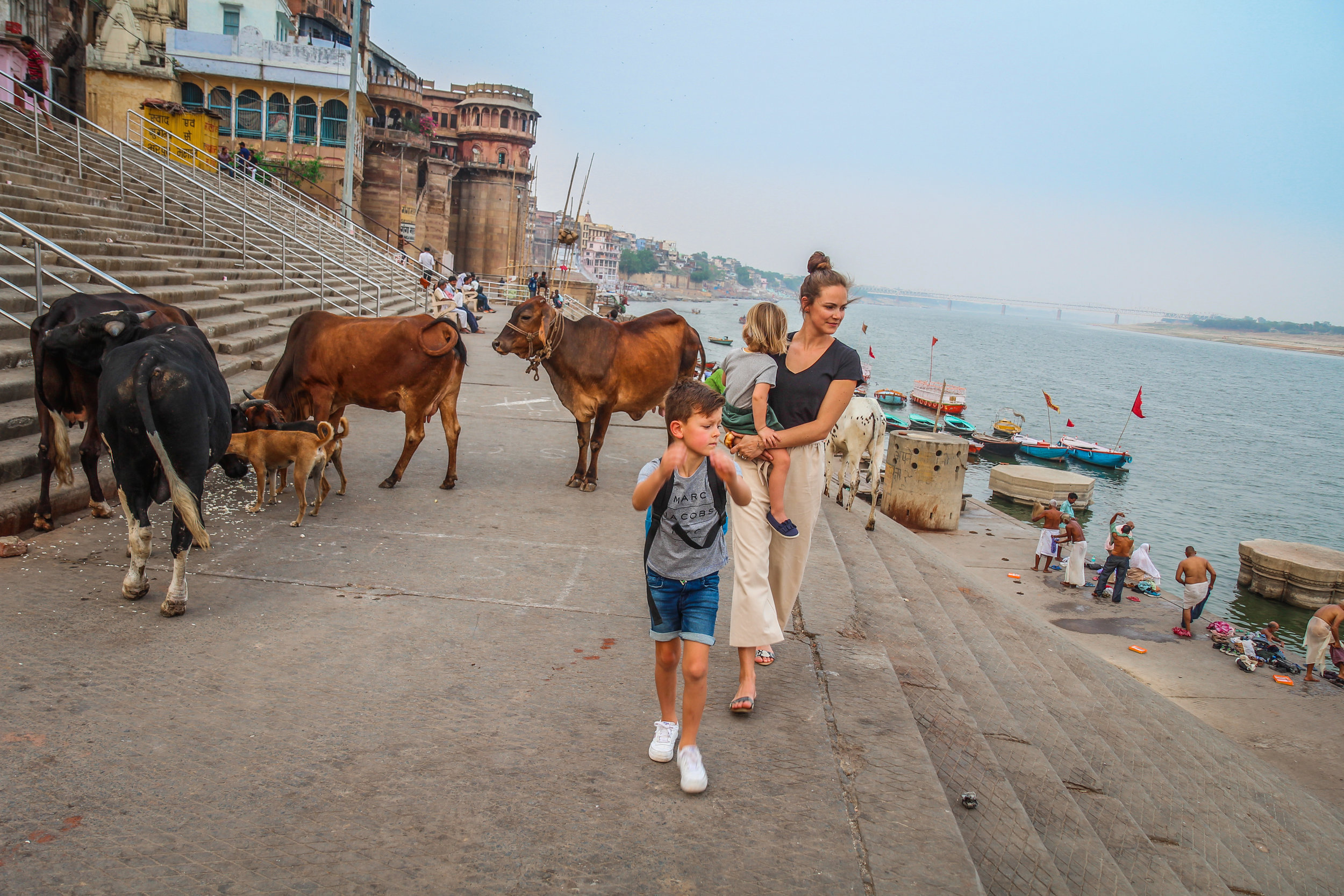 withkidsontheroad_Varanasi_avond_india---38.JPG