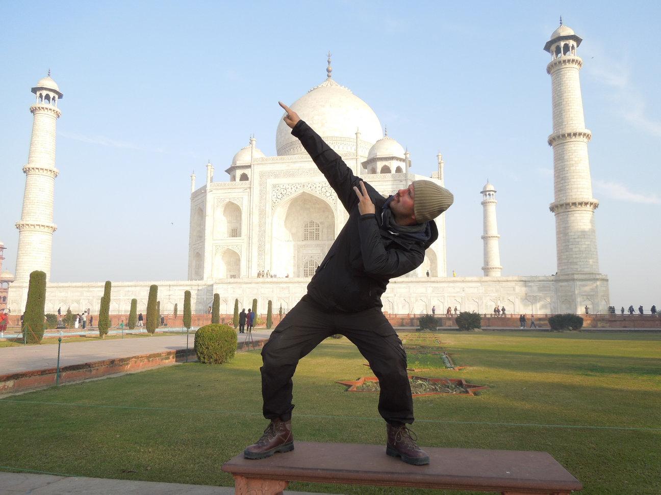 busting-moves-taj-mahal.jpg