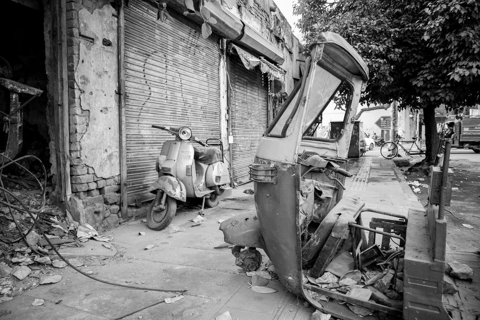 Why bother with the breakers yard, when you can just leave it on the street. (Paharganj)