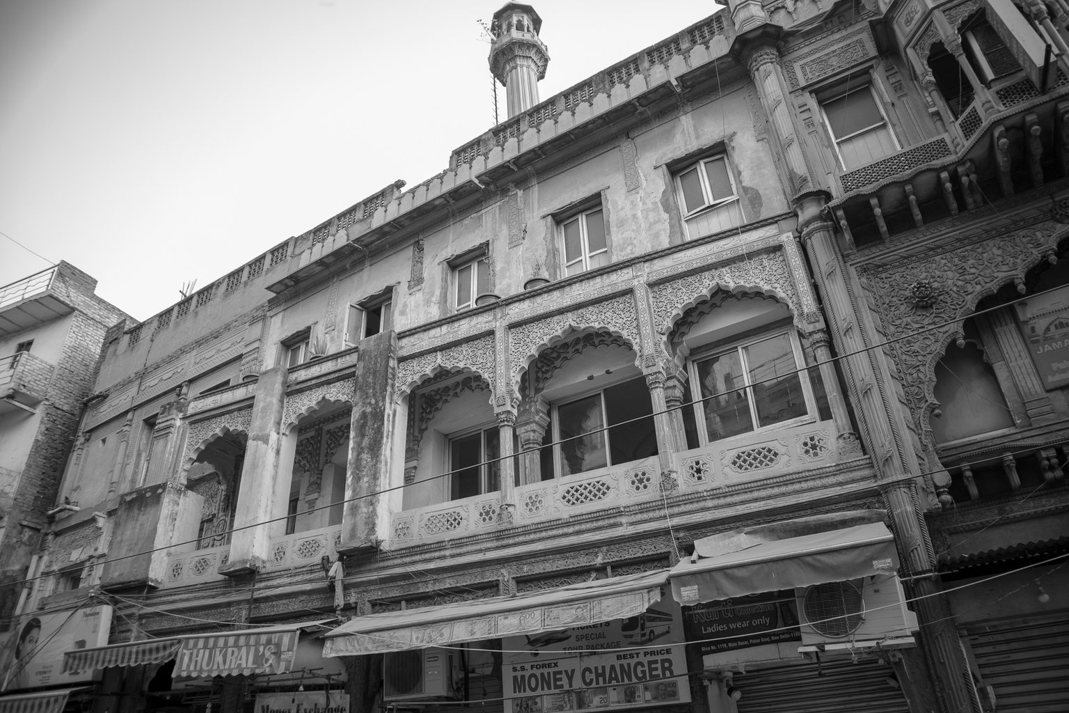 The crumbling facades just add to the character of Paharganj
