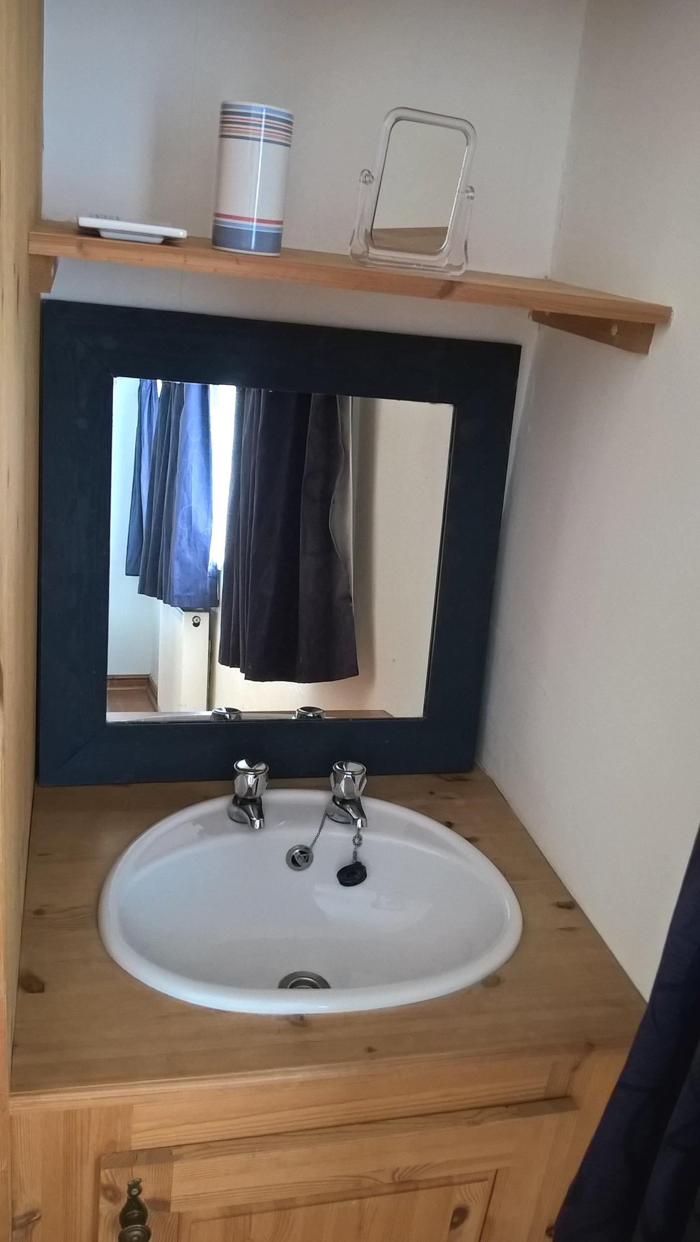 FD washbasin.jpg
