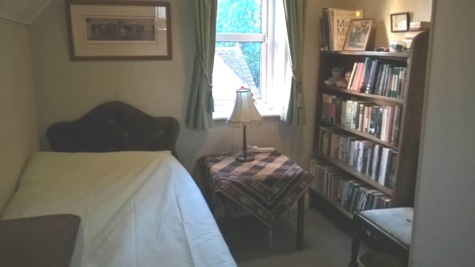single bed.jpg